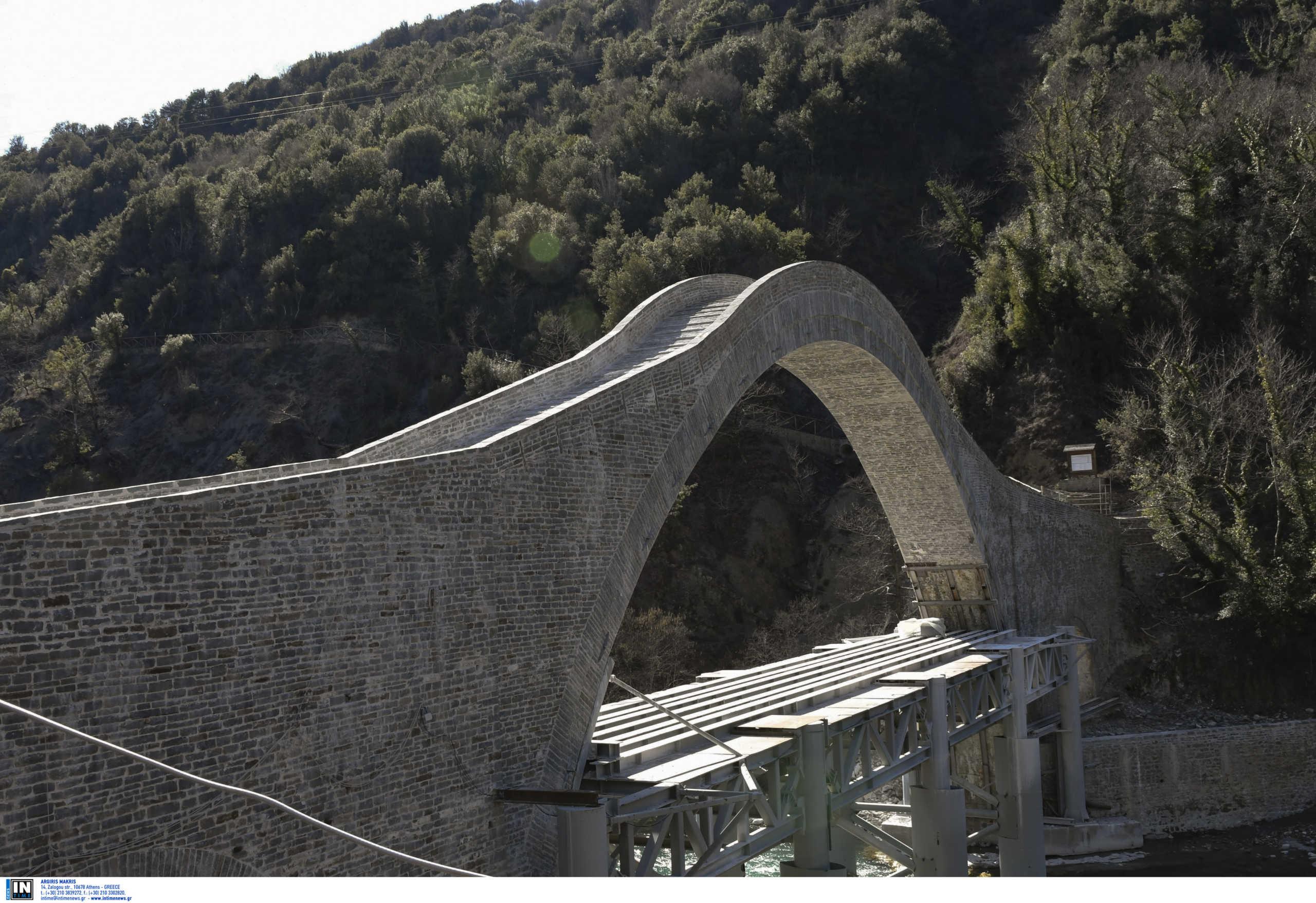 """Ήπειρος: Αποκαλυπτήρια για το γεφύρι της Πλάκας! """"Έφυγαν"""" τα μεταλλικά στηρίγματα (Φωτό)"""