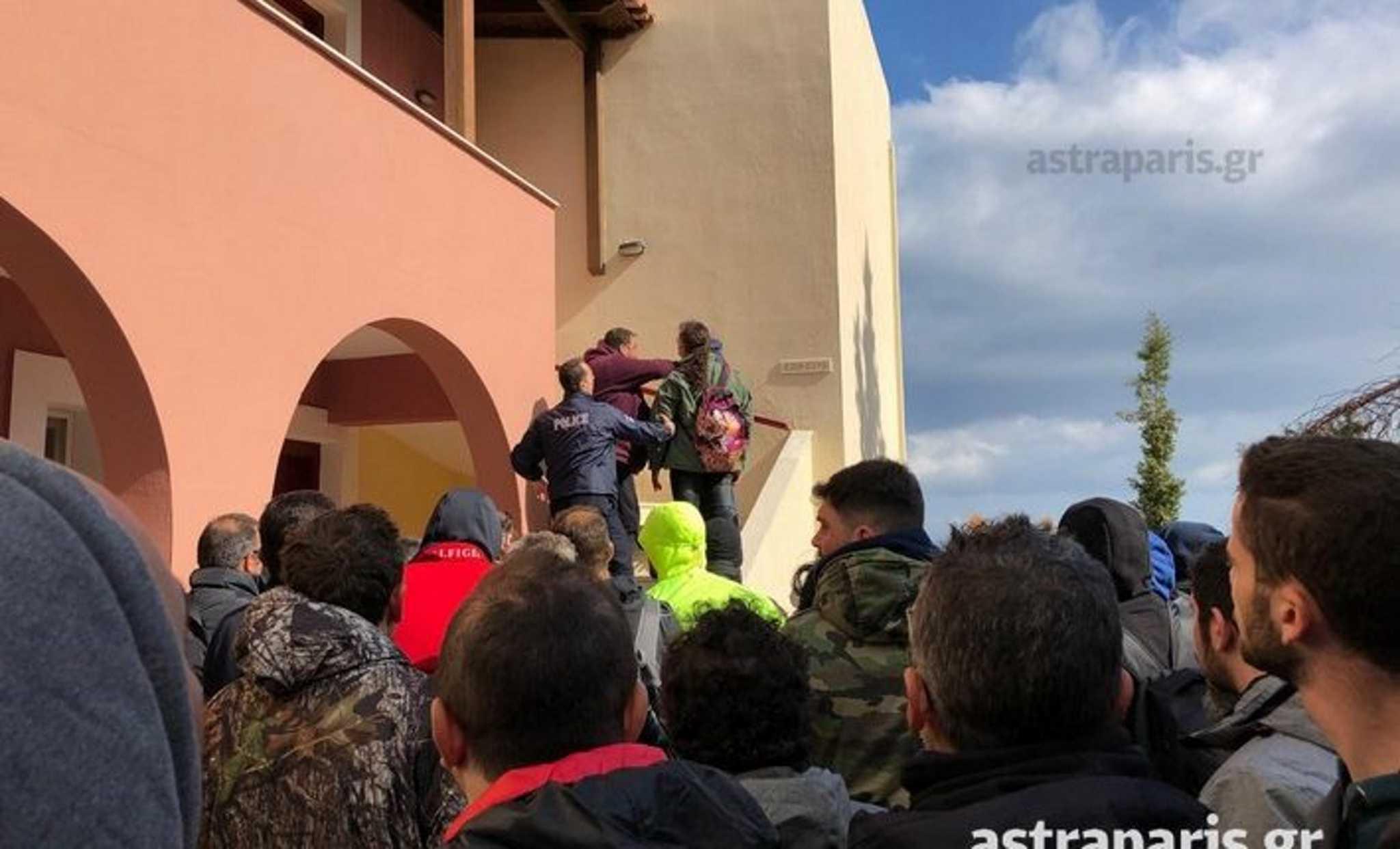 Χίος: Μία σύλληψη και 11 προσαγωγές για το λιντσάρισμα αστυνομικών των ΜΑΤ! video