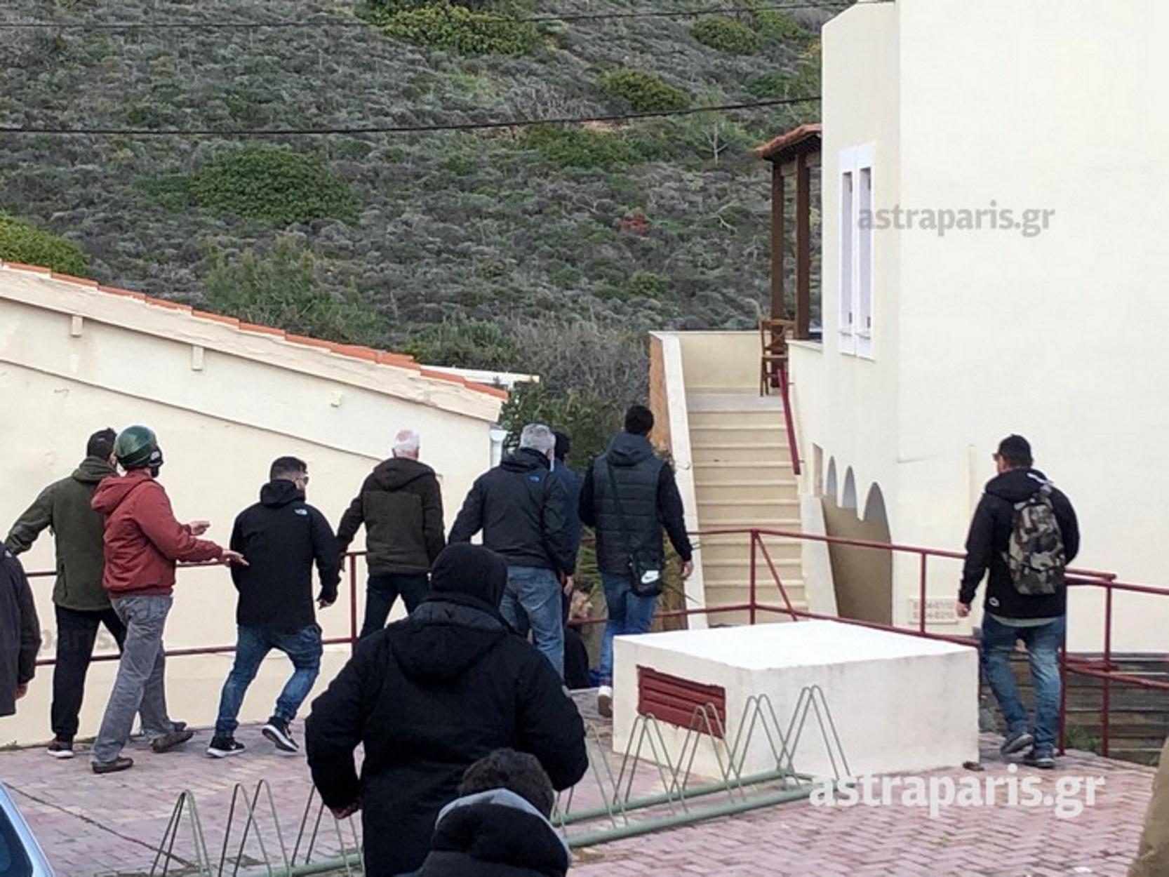 Χίος: Κάτοικοι μπήκαν στα ξενοδοχεία που μένουν τα ΜΑΤ, τους ξυλοκόπησαν και τους πήραν και τα ρούχα! {pics}