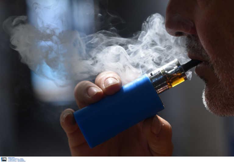 Καμπανάκι ΠΟΥ για ηλεκτρονικό τσιγάρο: Επικίνδυνες οι συσκευές εισπνοής