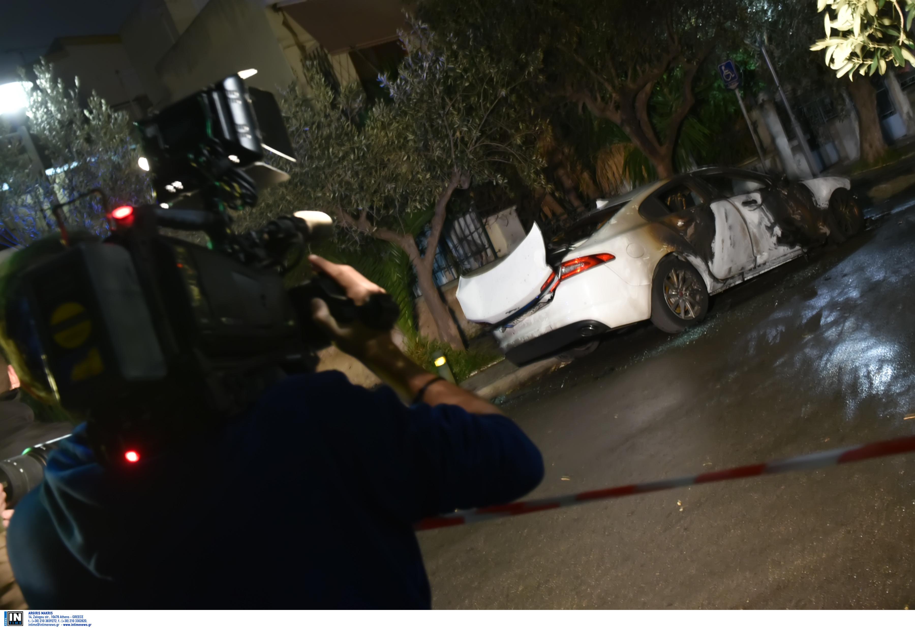 Νίκος Καραμανλής: Κατάθεση και διευκρινήσεις από τον εκδότη για το εμπρησμό του ΙΧ του