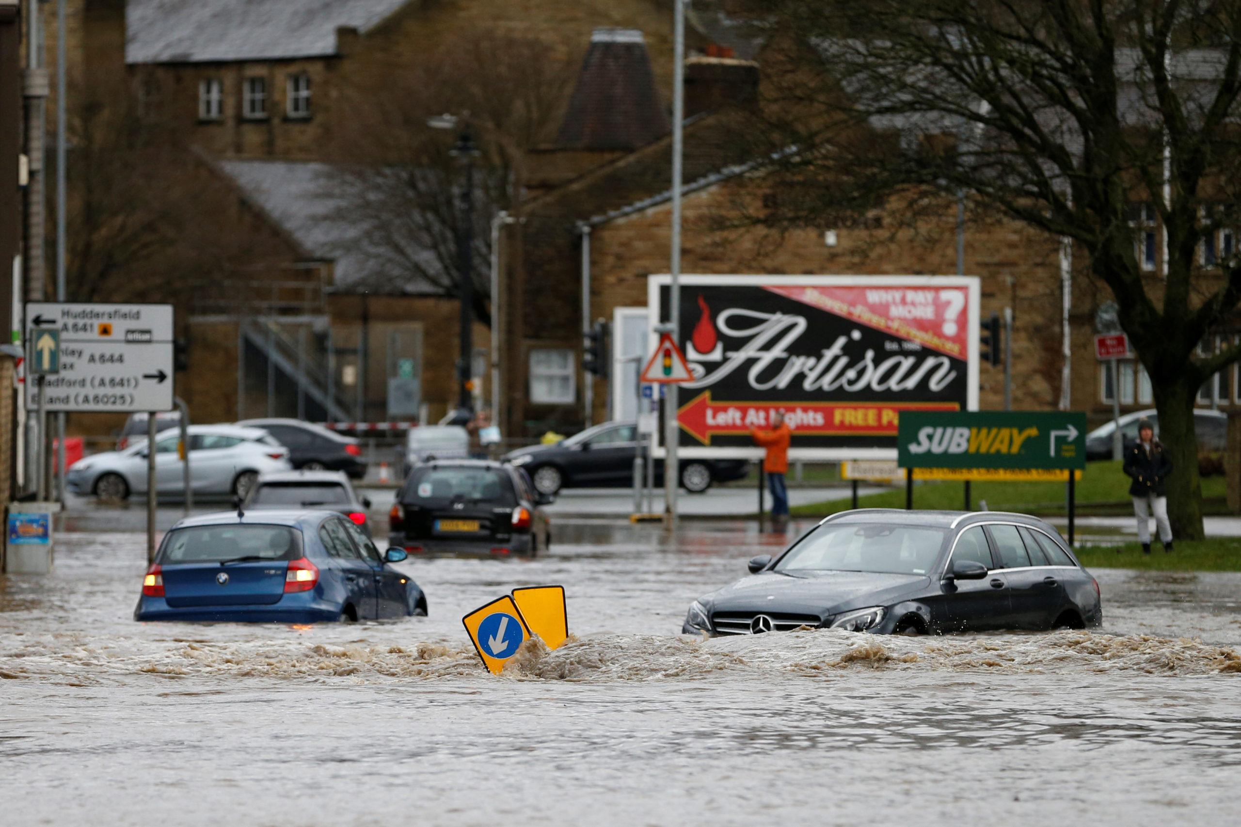 """Καιταιγίδα Κιάρα: """"Βουλιάζει"""" η Βρετανία! Προβλήματα και σε άλλες χώρες [video]"""