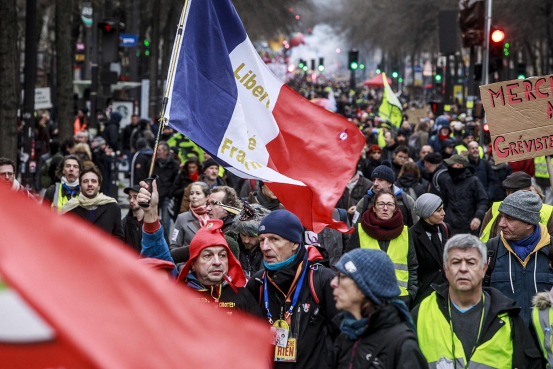 """Η γαλλική αστυνομία απαγόρευσε διαδήλωση των """"κίτρινων γιλέκων"""""""