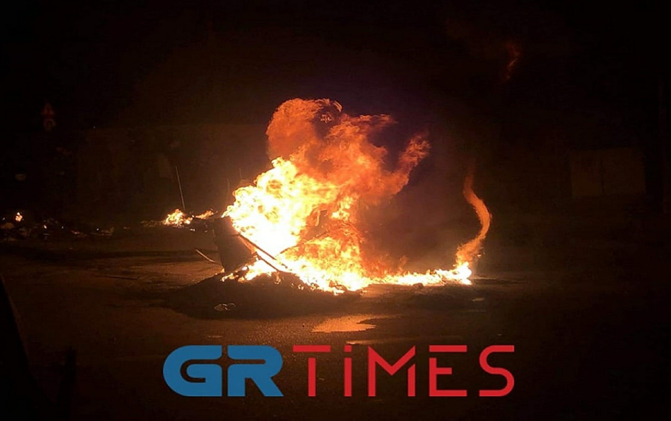 Λέσβος: Υπό πολιορκία οι αστυνομικοί στο στρατόπεδο Κυριαζή! Πολίτες με όπλα στα χέρια