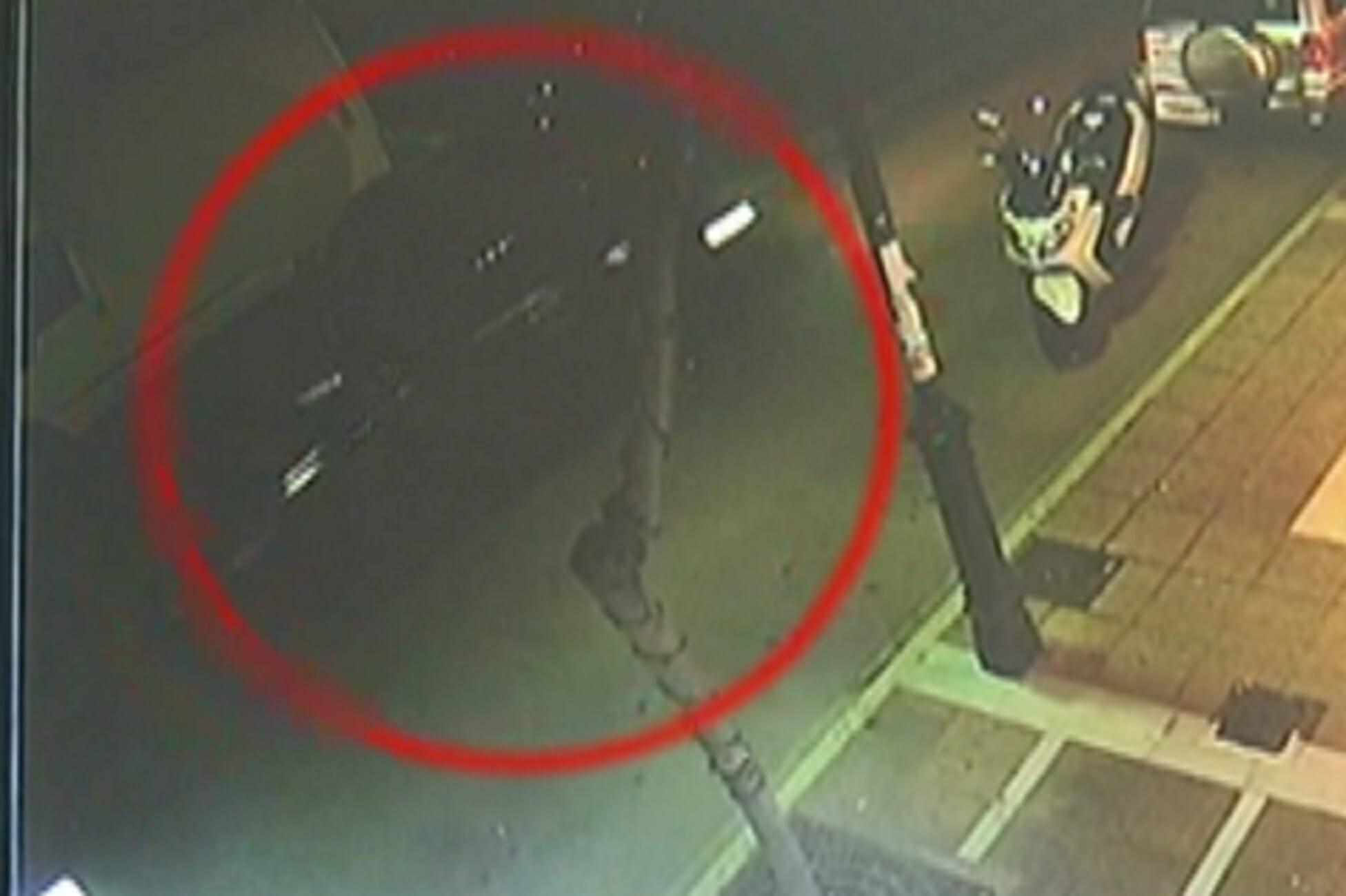 Λουτράκι: Χαροπαλεύει 23χρονη που παρασύρθηκε από αυτοκίνητο! Αυτό είναι το βίντεο που αναλύεται