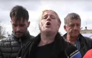 """""""Θα πάω μέσα στη Βουλή και θα τους κάψω""""! Ξεσπά η μάνα του παλικαριού που σκοτώθηκε στην Πατρών - Πύργου [pics, video]"""