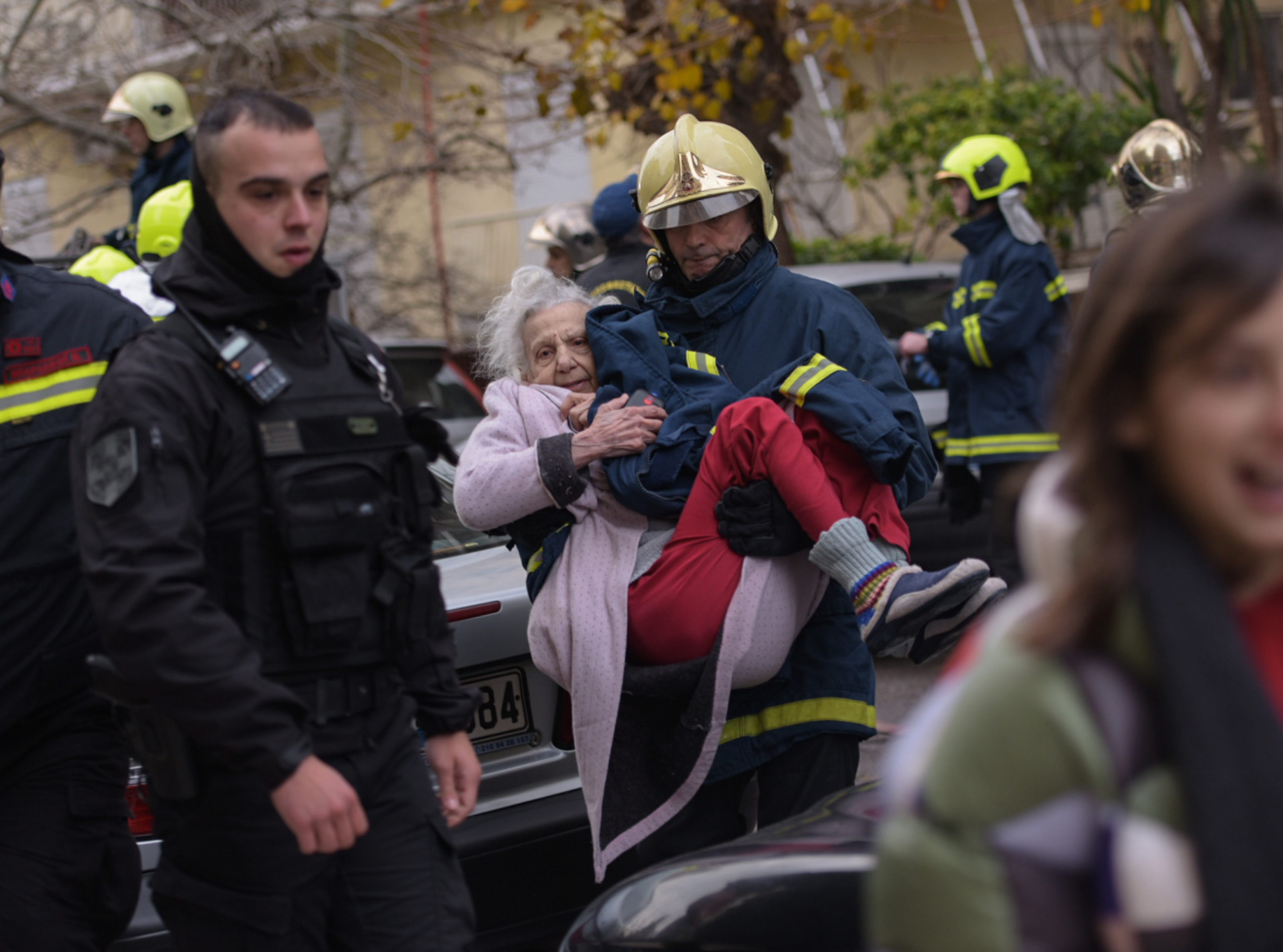 """Παλαιό Φάληρο: Μεγάλη φωτιά σε σπίτι! Συγκλονιστικοί απεγκλωβισμοί γυναικών - """"Έπνιξαν"""" την περιοχή οι καπνοί"""