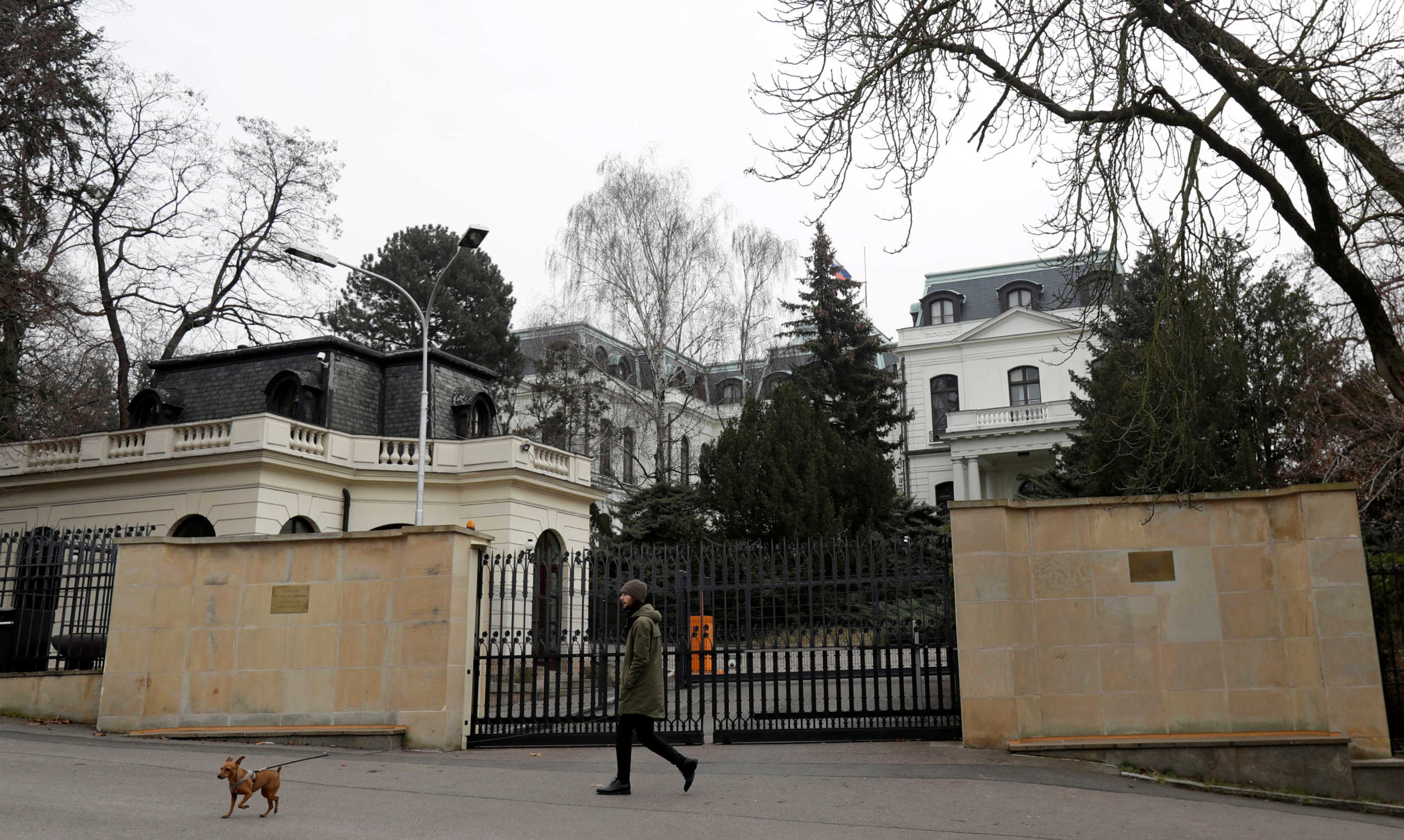 """Πράγα: Σε """"Μπόρις Νεμτσόφ"""" μετονομάστηκε η πλατεία όπου βρίσκεται η ρωσική πρεσβεία"""