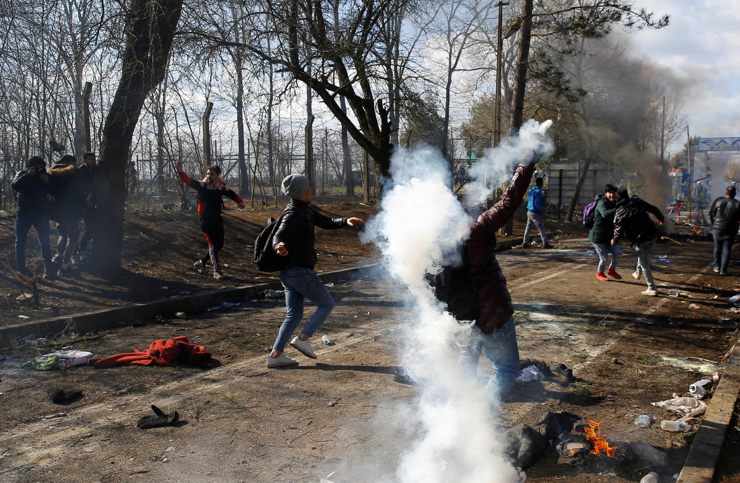 Τσαβούσογλου κατά Ελλάδας: Πετούν δακρυγόνα σε χιλιάδες αθώους