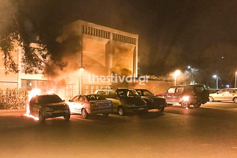 Θεσσαλονίκη: Έκαψαν 3 οχήματα της 16ης Εφορείας Αρχαιοτήτων! [pics,vid]