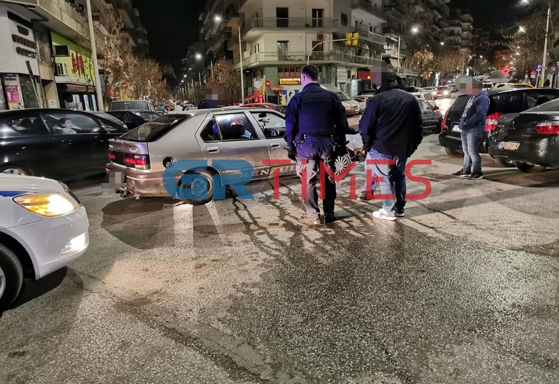 Θεσσαλονίκη: Πήρε το παιδί του και άρχισε να τρέχει! Σκηνές απείρου κάλλους σε τροχαίο (Βίντεο)