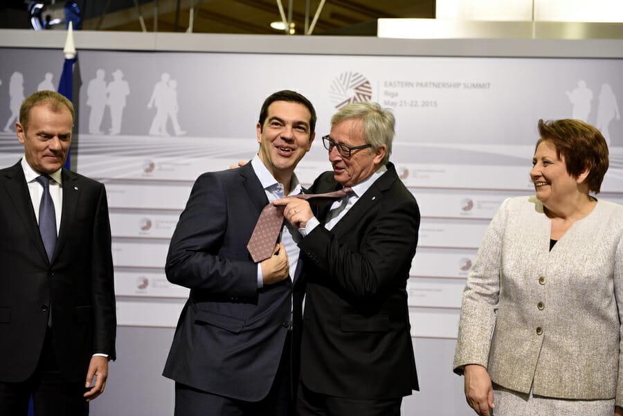 tsipras juncker gravata