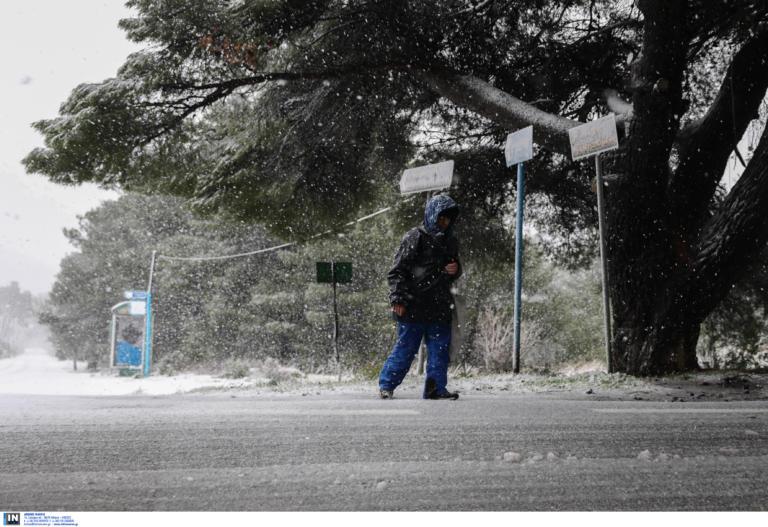 Αττική: Ανοίγουν λόγω κακοκαιρίας μαγαζιά που πωλούν συσκευές θέρμανσης