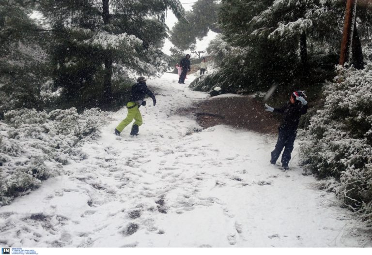 Καιρός: Χιόνια, κρύο και δυνατοί άνεμοι και σήμερα – Οι περιοχές που θα «χτυπηθούν»