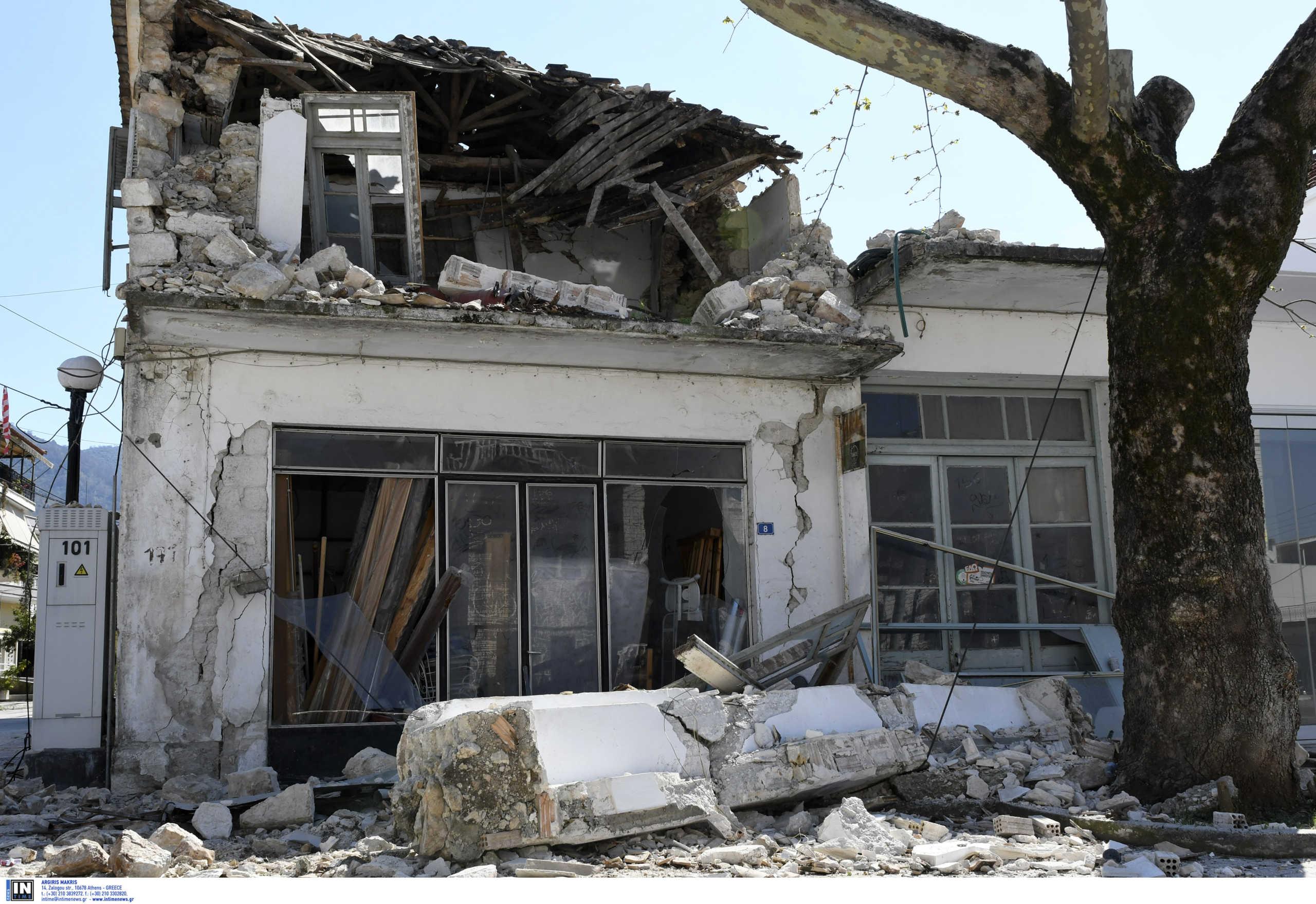 Σεισμός 5,6 Ρίχτερ στην Πάργα: Σώθηκε από θαύμα ζευγάρι! Νέες εικόνες καταστροφής (Φωτό)