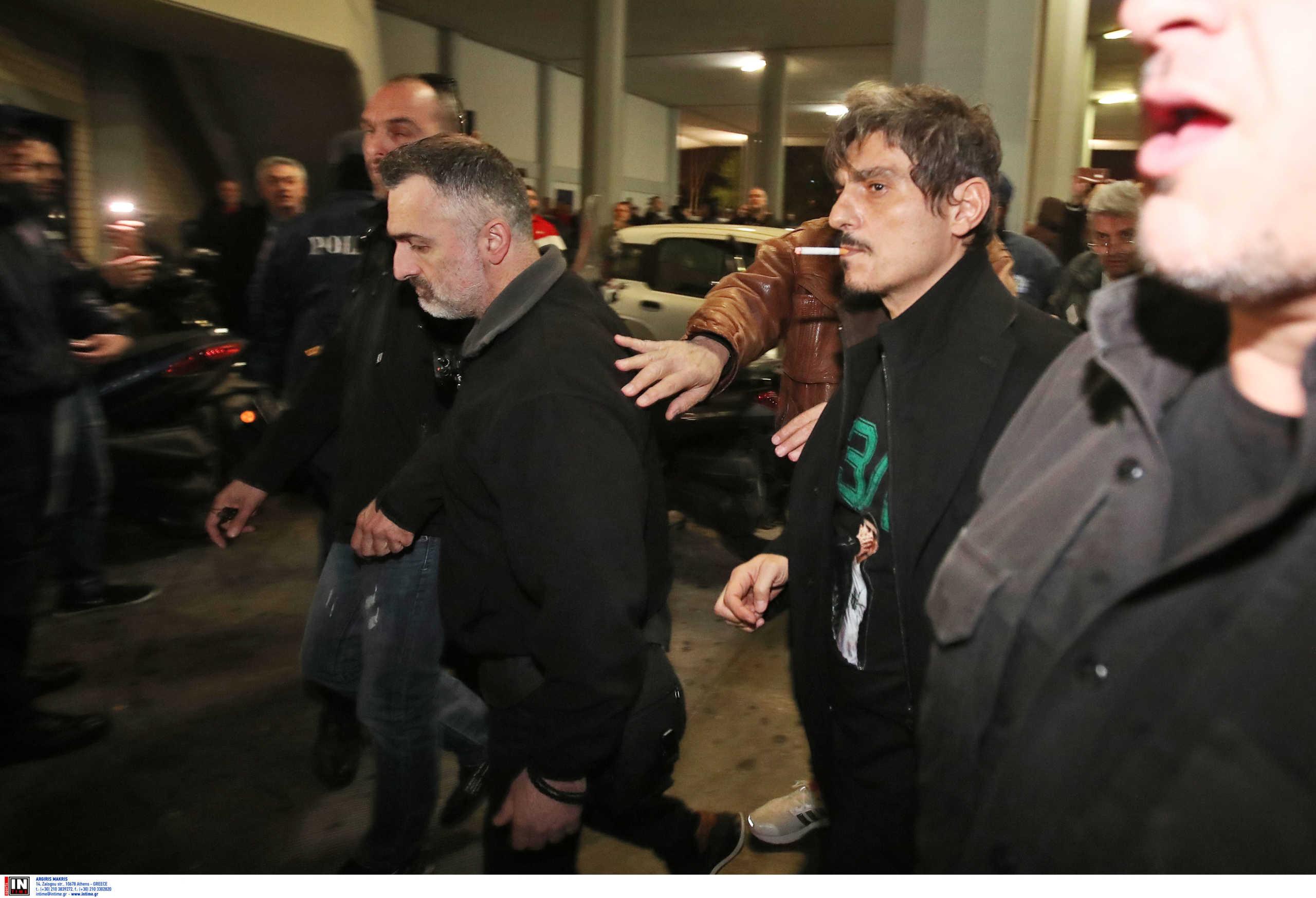 Η άφιξη του Γιαννακόπουλου στο ΣΕΦ με... αναμνηστικό μπλουζάκι! (pics)
