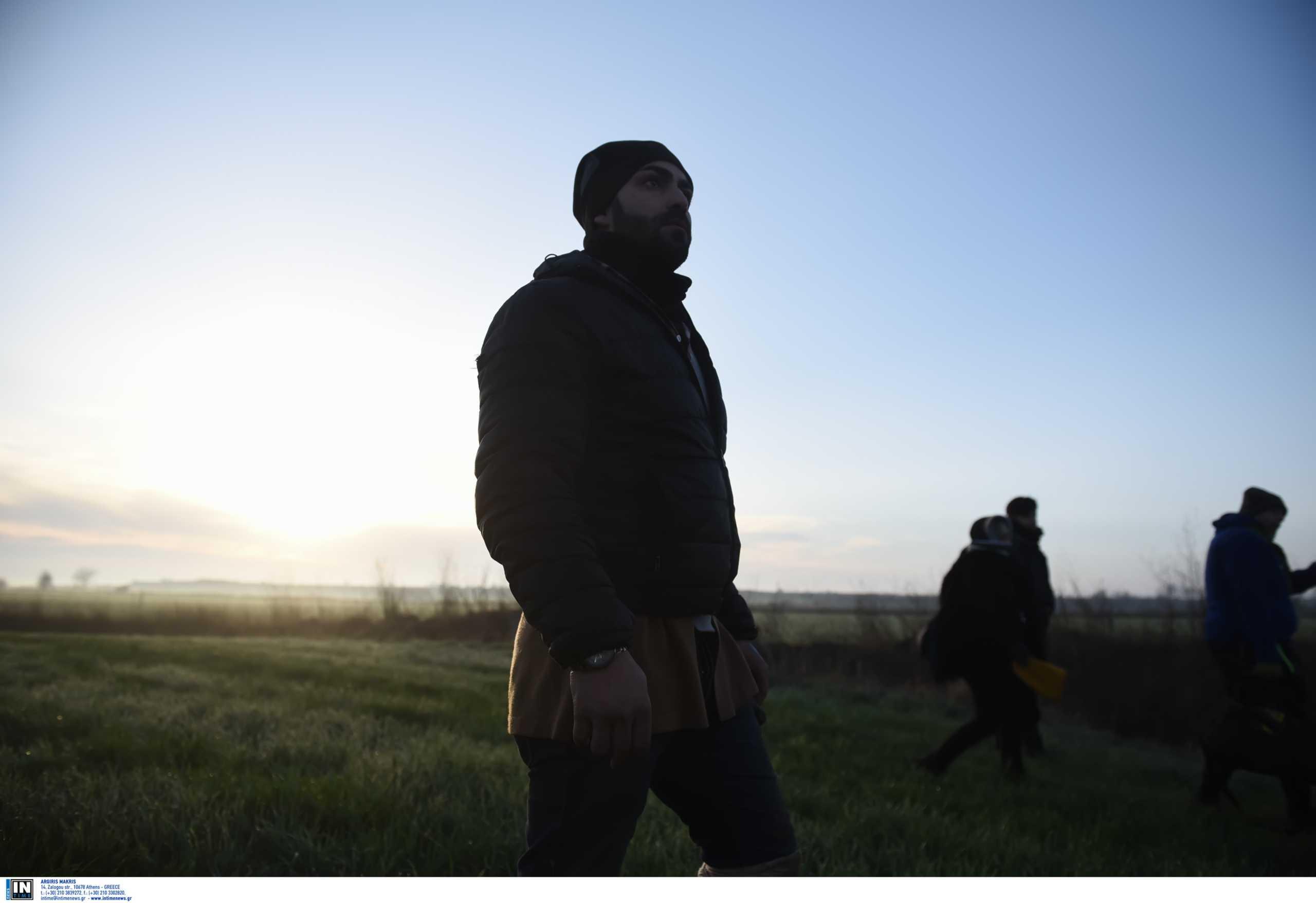 """Καστανιές: Το """"άστρο"""" των social media οδηγεί πρόσφυγες και μετανάστες"""