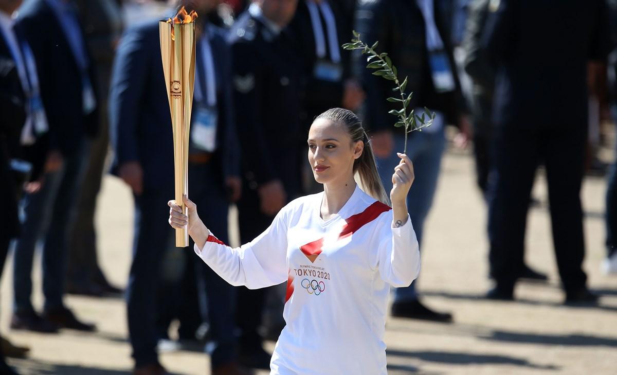 """Η Άννα Κορακάκη """"τρόλαρε"""" τους Ολυμπιακούς Αγώνες με τούρτα… επός για τον πατέρα της (pics)"""