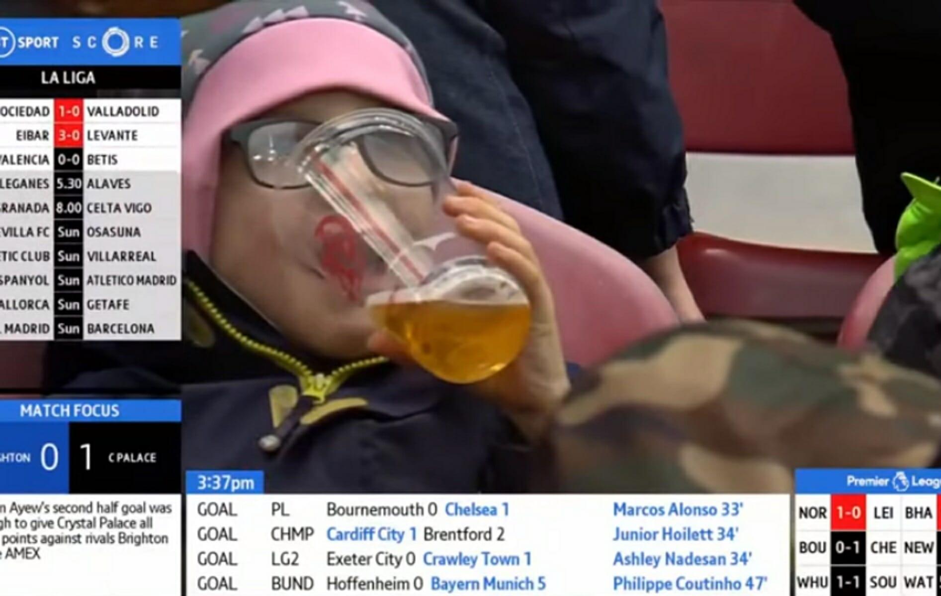 """""""Σάλος"""" με το παιδάκι που πίνει μπύρα σε ματς στη Bundesliga! video"""
