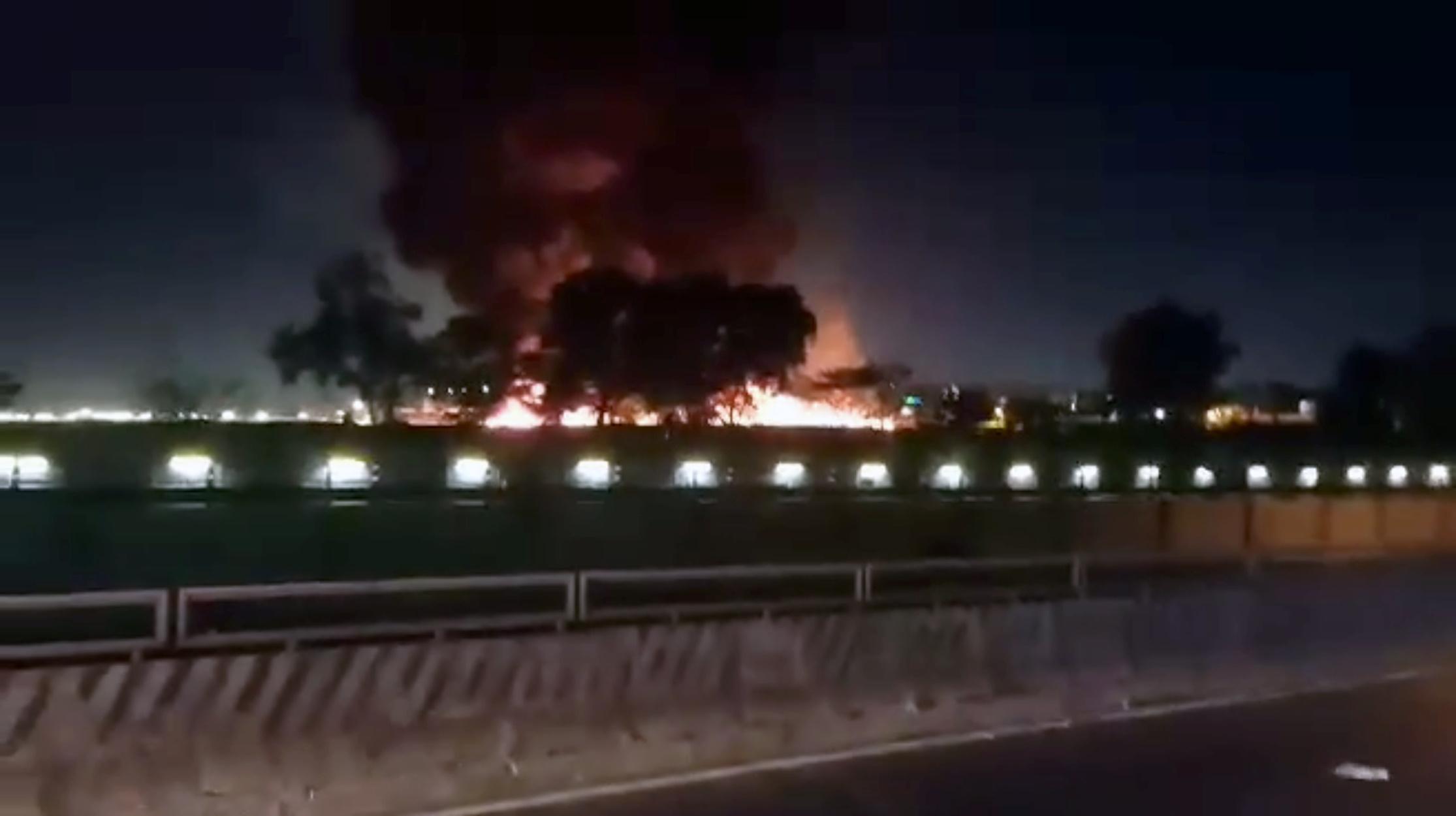 Εικόνες σοκ: Νεκροί επιβάτες όταν αεροσκάφος τυλίχθηκε στις φλόγες στις Φιλιππίνες