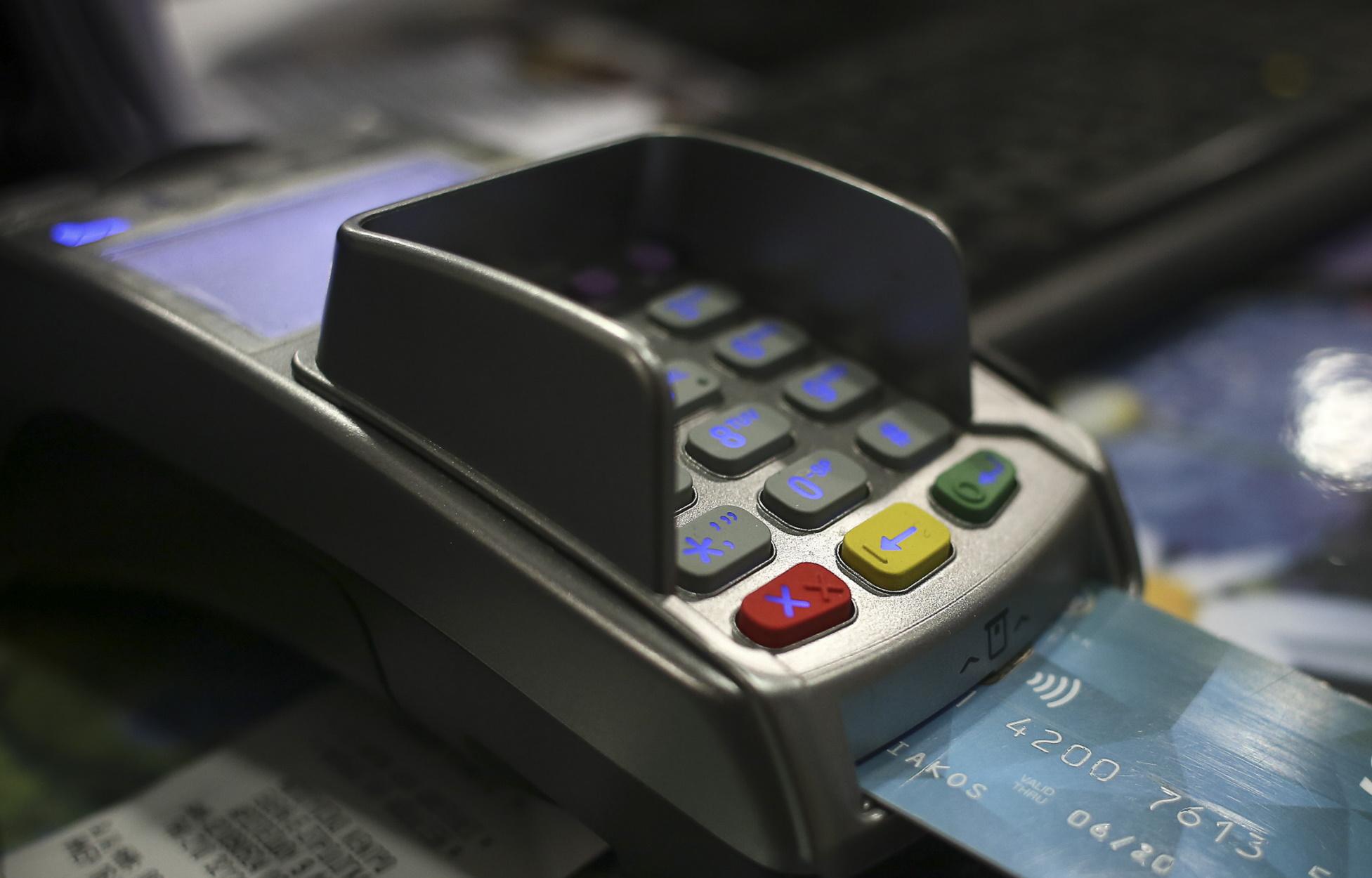 Τι αλλάζει στο όριο για τις ανέπαφες συναλλαγές χωρίς PIN