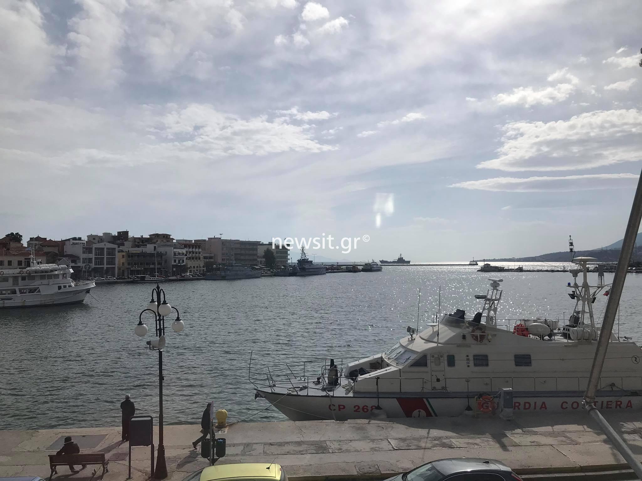 """Στην Λέσβο το αρματαγωγό """"Ρόδος"""" - Πάνω από 2 ώρες μέχρι να πάρει άδεια να δέσει στο λιμάνι! [pics]"""
