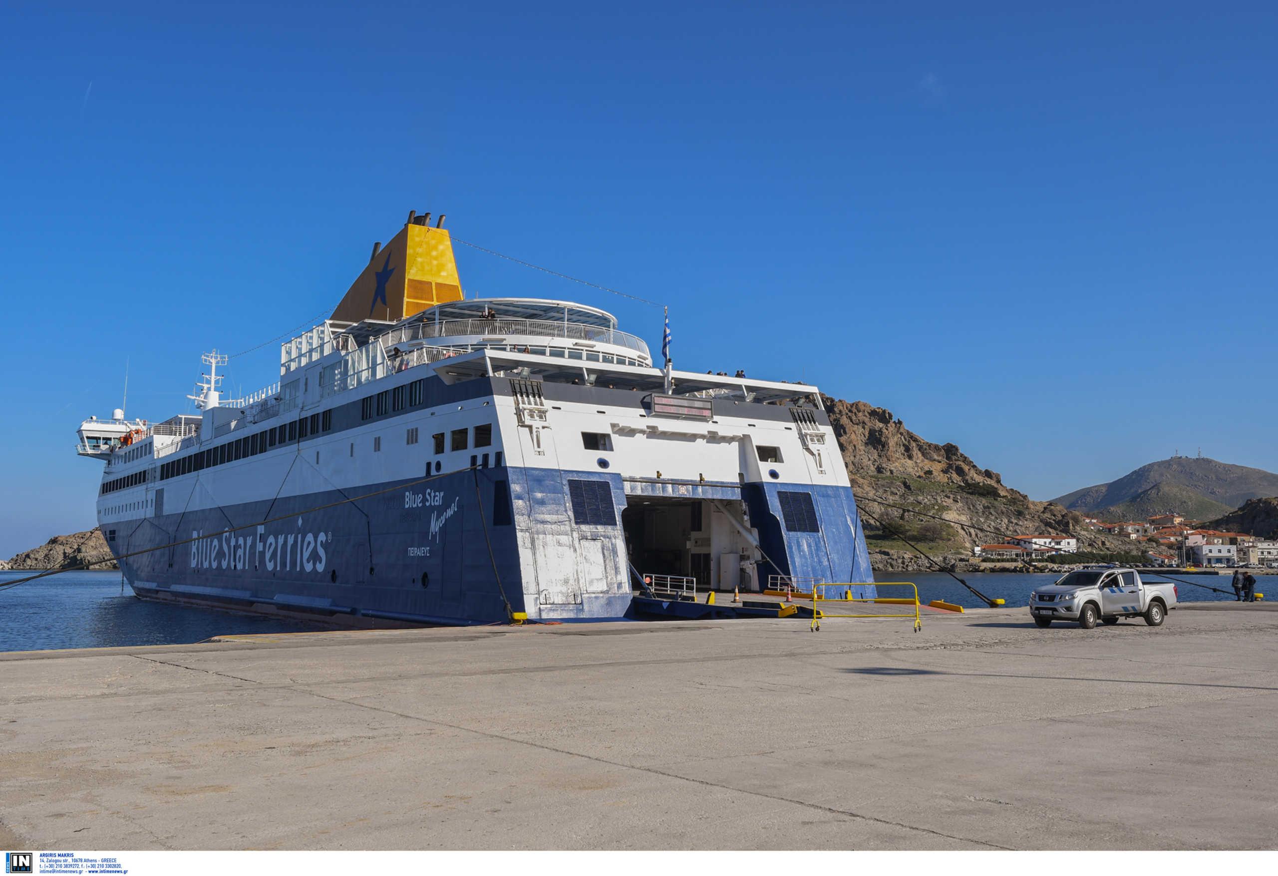 Κάσος: Προσέκρουσε στο λιμάνι το Blue Star Patmos