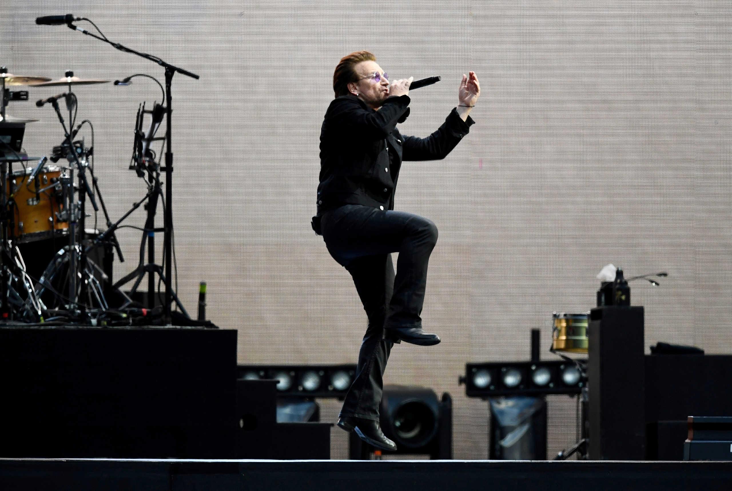 Κορονοϊός: Ο Μπόνο έγραψε τραγούδι εμπνευσμένο από τους Ιταλούς στα μπαλκόνια