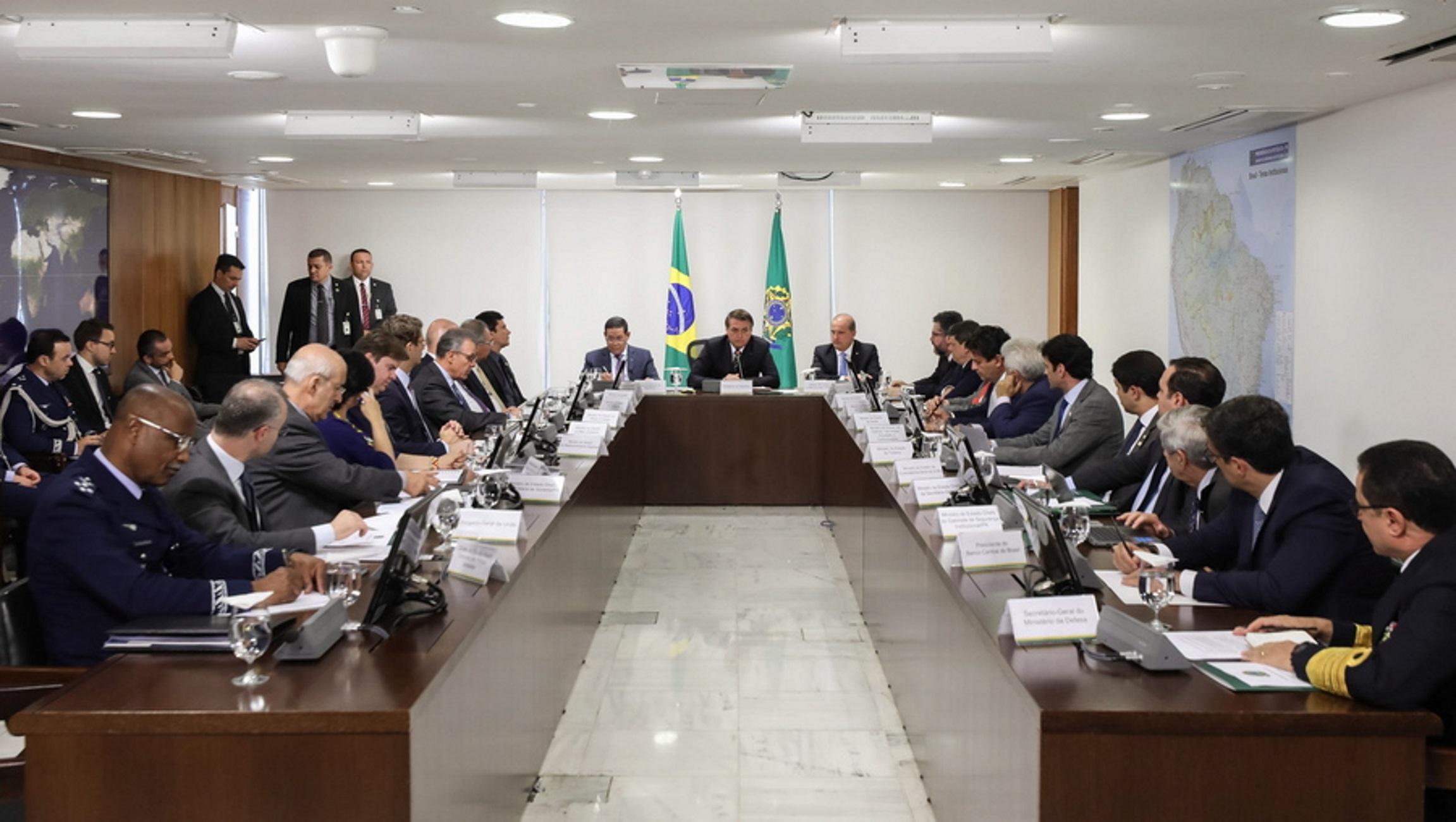 Απίστευτο! Βραζιλιάνος βουλευτής ζητά με νομοσχέδιο να κόβονται τα χέρια των διεφθαρμένων πολιτικών