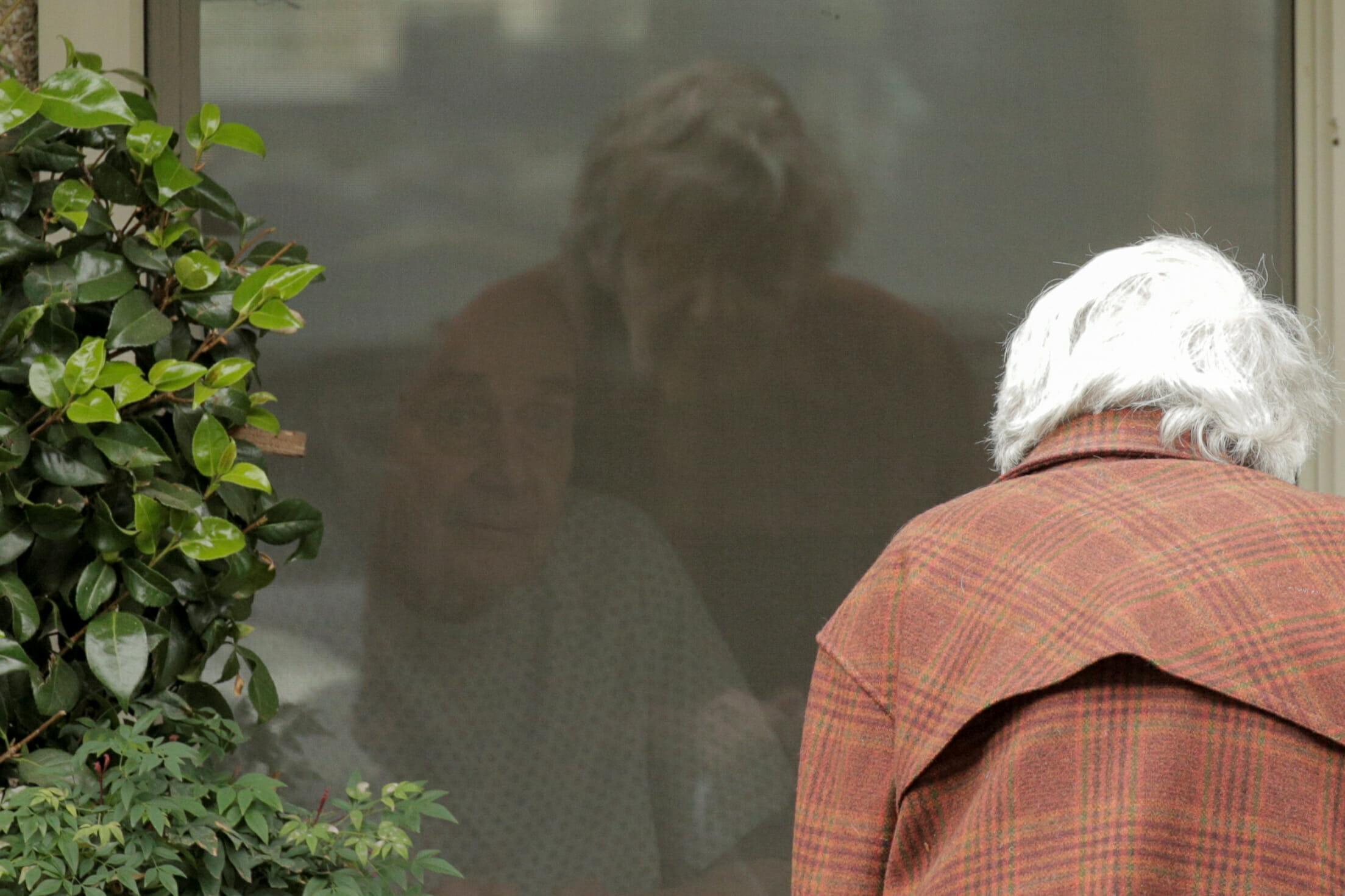 Ο κορονοϊός τους χώρισε μετά από 60 χρόνια! Συγκλονιστικές εικόνες από οίκο ευγηρίας στις ΗΠΑ