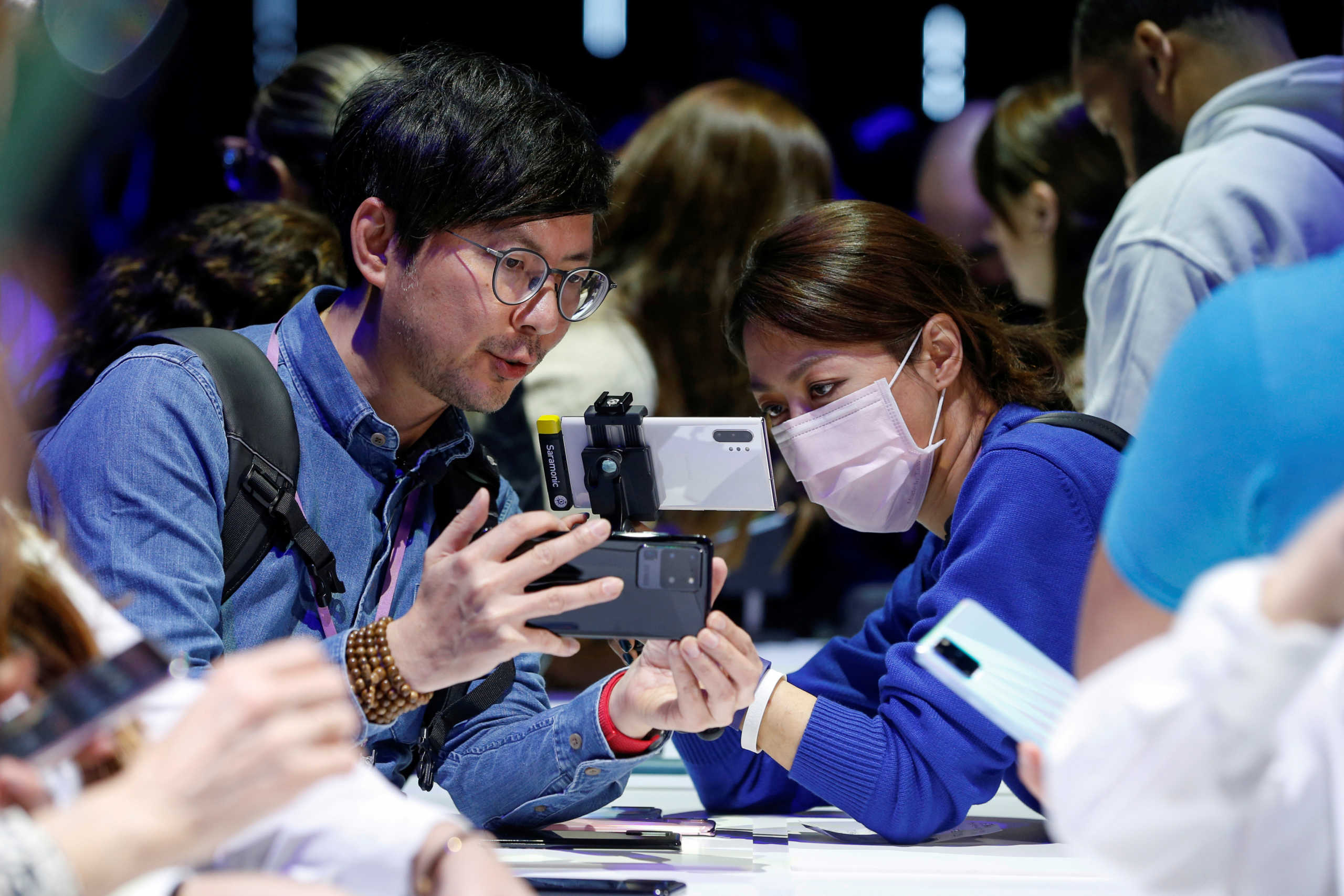Προσοχή! Πώς πρέπει να καθαρίζουμε κινητά και laptop - «Μην τα δίνετε σε άλλους»
