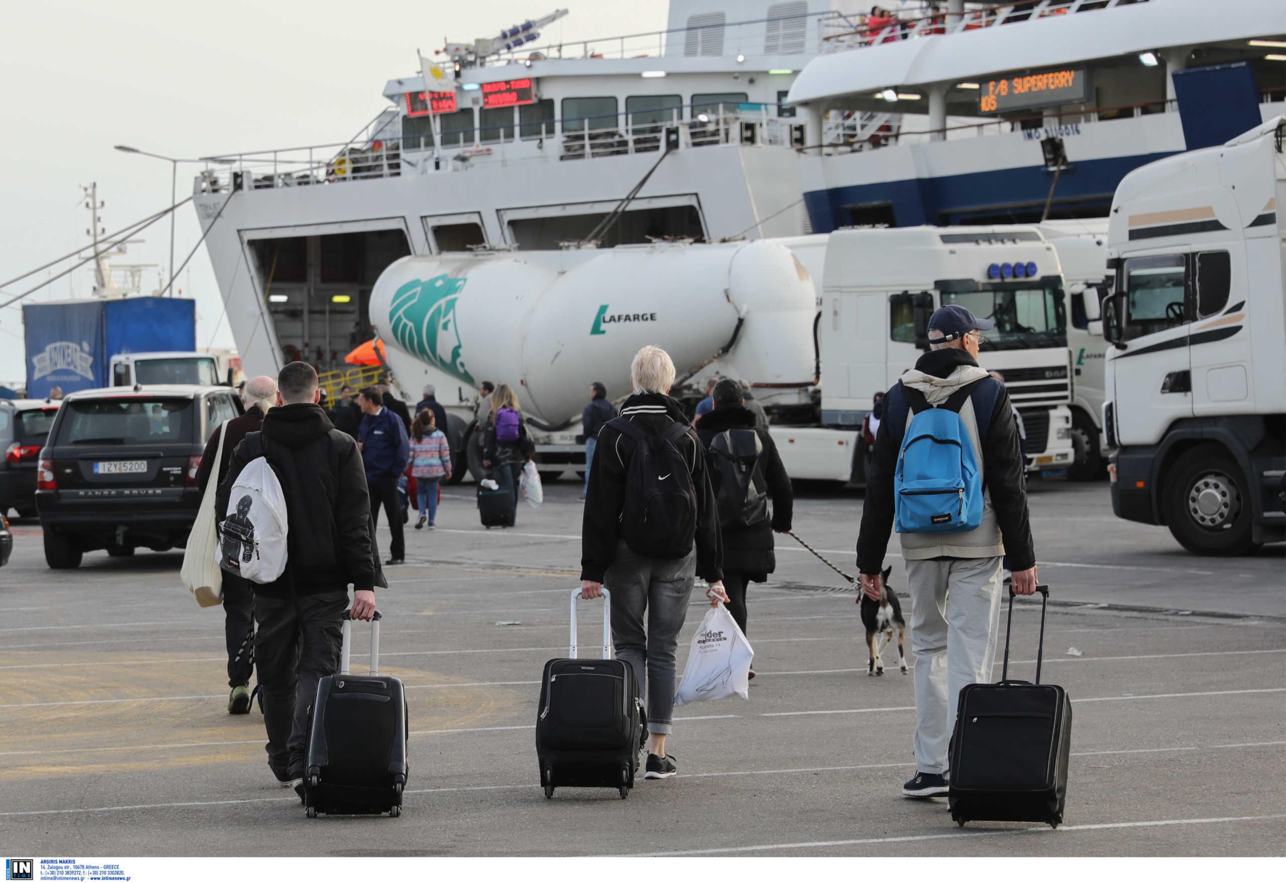 Κορονοϊός: SOS εκπέμπουν οι Κυκλάδες για τους χιλιάδες εκδρομείς