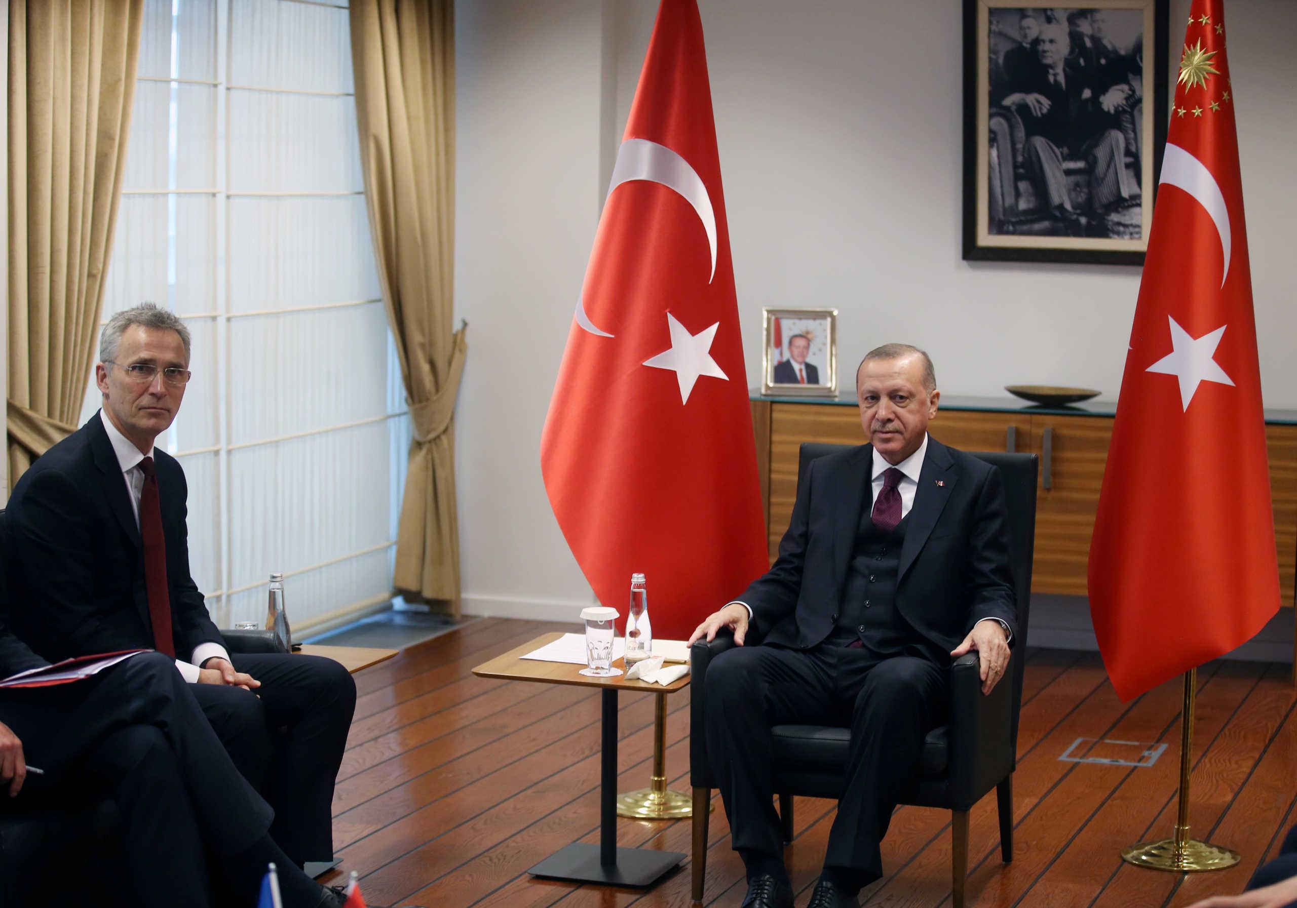 «Κεραυνοί» Στόλτενμπεργκ: Η Τουρκία εμποδίζει το εμπάργκο στη Λιβύη!