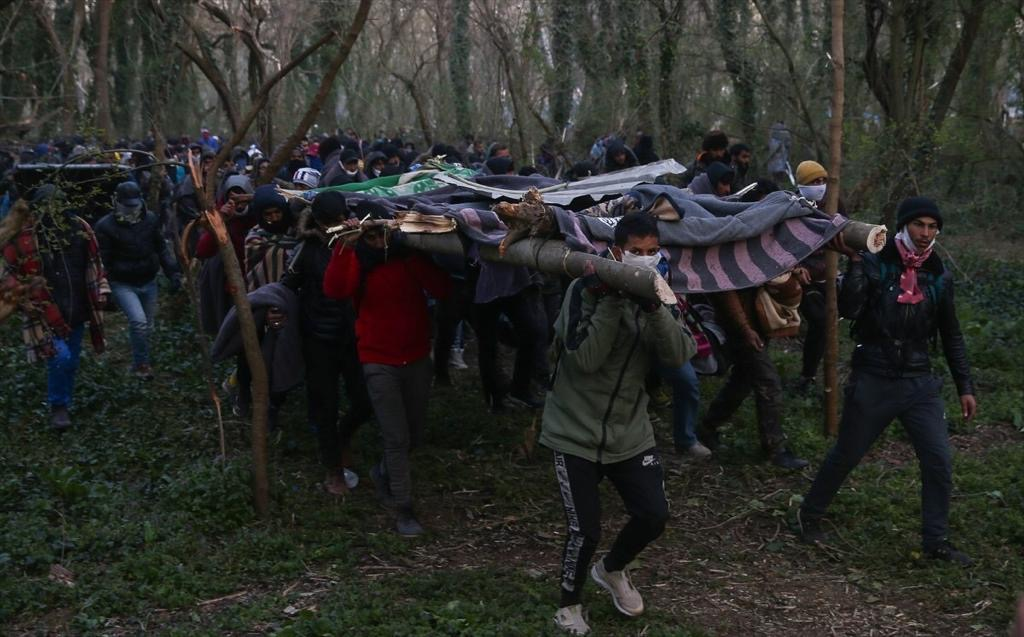 Έβρος: Εκτονώνεται η κατάσταση στις Καστανιές (pics, vid)
