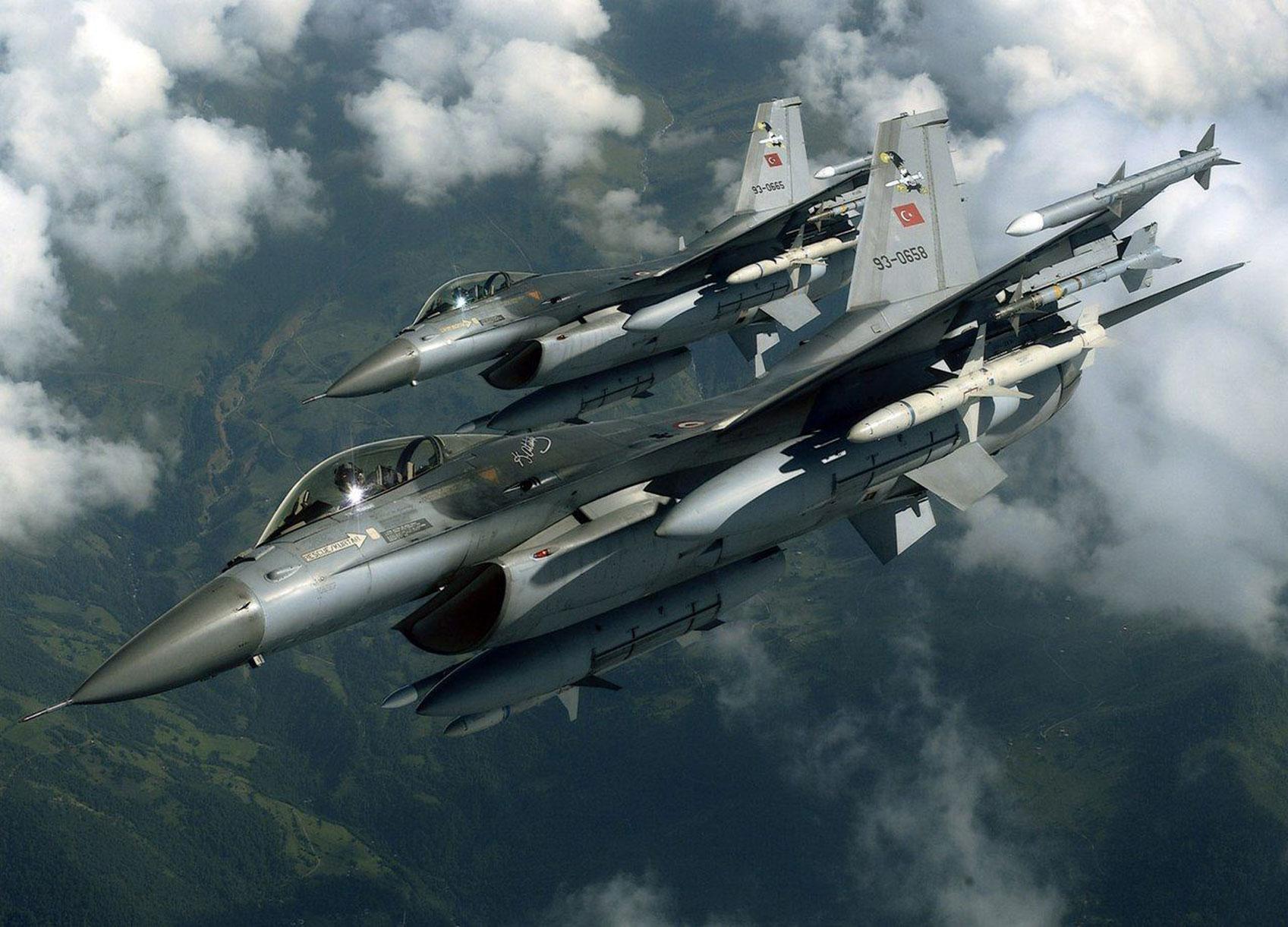 Έφυγαν οι μετανάστες για να έρθουν τα F-16! Υπερπτήσεις και αερομαχίες στον Έβρο