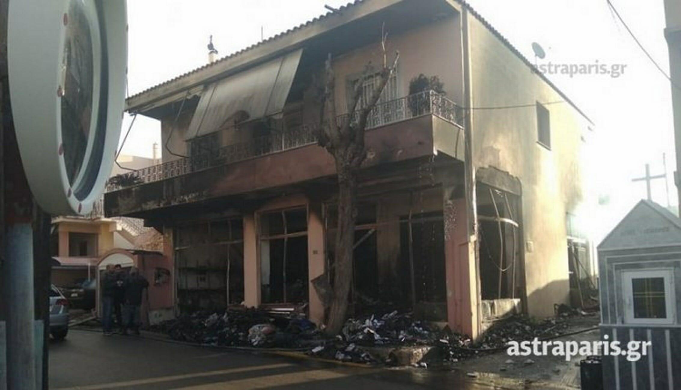 Χίος: Μεγάλη φωτιά σε αποθήκη ΜΚΟ! Απειλήθηκε το σπίτι που βρίσκεται από πάνω (Φωτό)