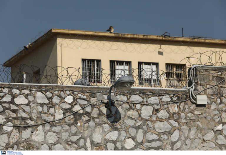 Τρίκαλα: Κρατούμενοι έβαλαν φωτιά σε στρώματα επειδή δεν πρόλαβαν ανοιχτό το κυλικείο των φυλακών