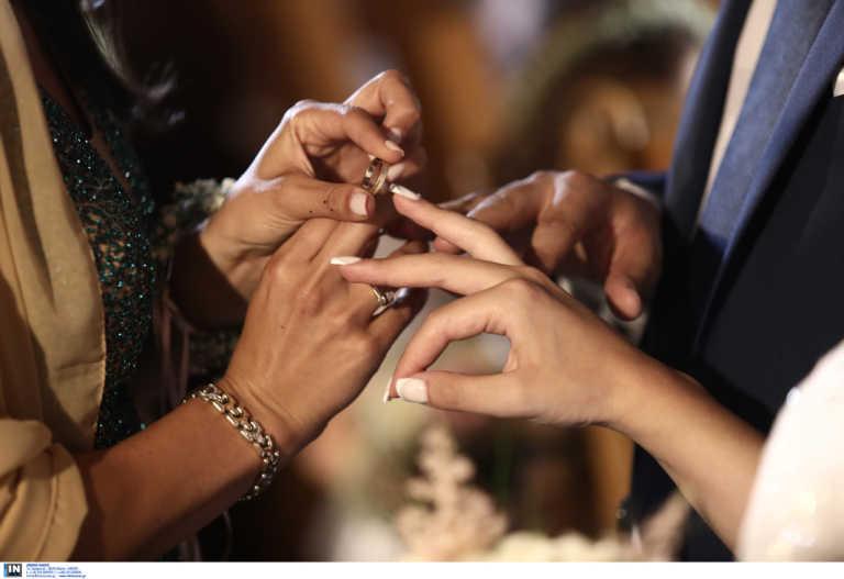 Φθιώτιδα: Γάμος με ύβρεις σε κλειδωμένη εκκλησία – Γαμπρός και νύφη τα είδαν όλα (video)
