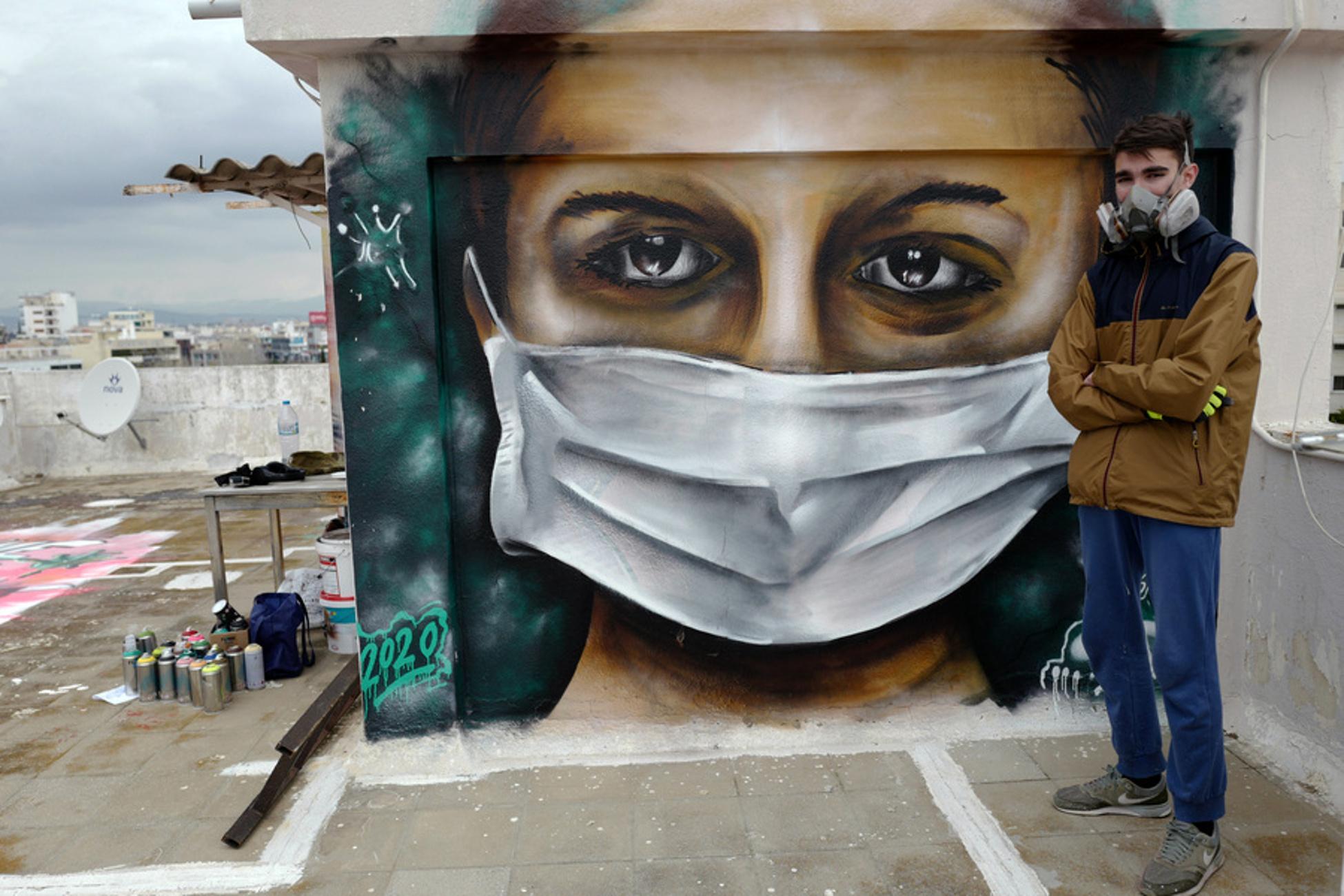 Κορονοϊός: Ένας 16χρονος δημιουργεί γκράφιτι εμπνευσμένα από την επιδημία