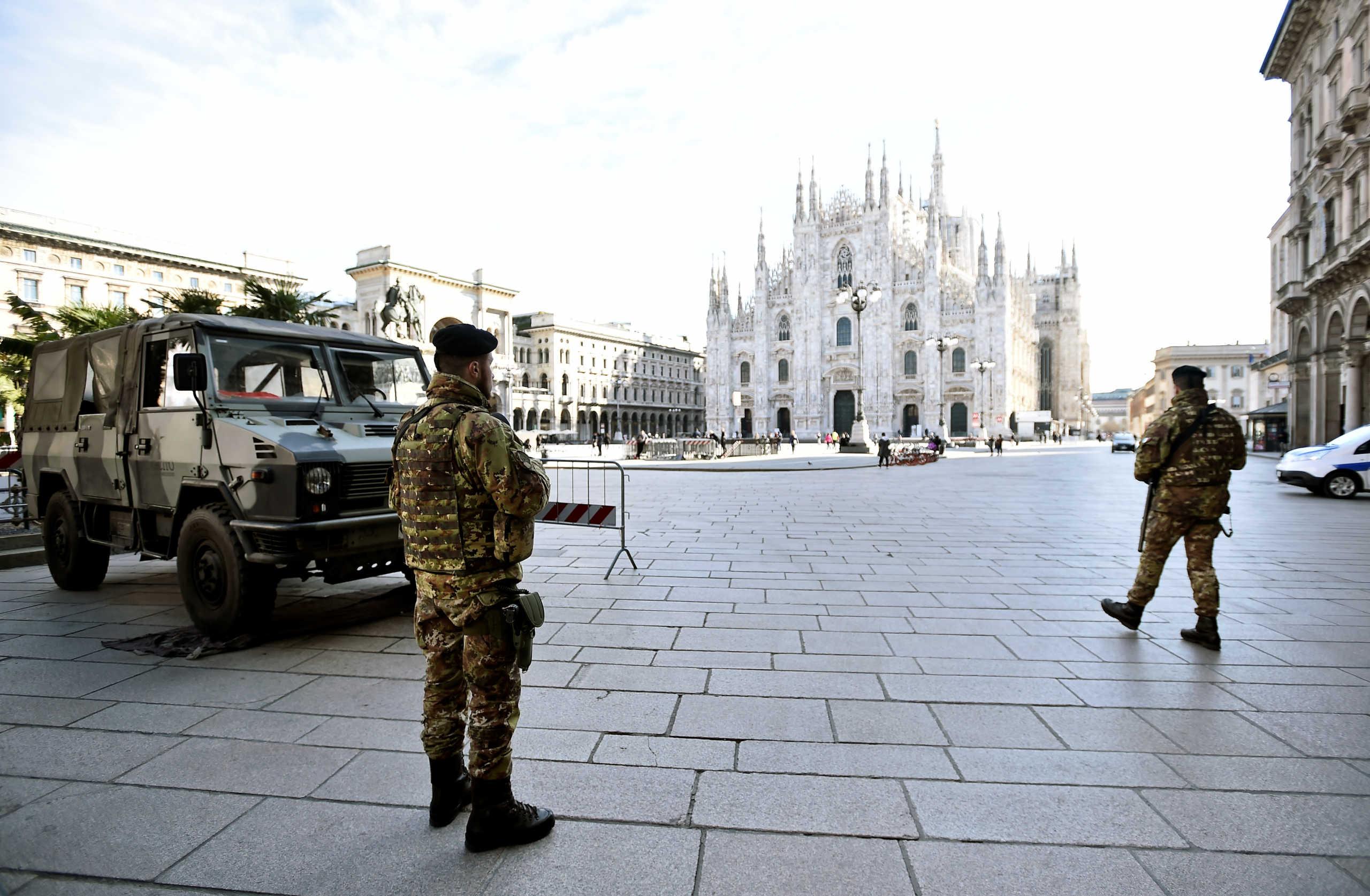 """Εικόνα σοκ από το Μπέργκαμο: Στρατιωτικό κονβόι """"συνοδεύει"""" νεκρούς από τον κορονοϊό"""