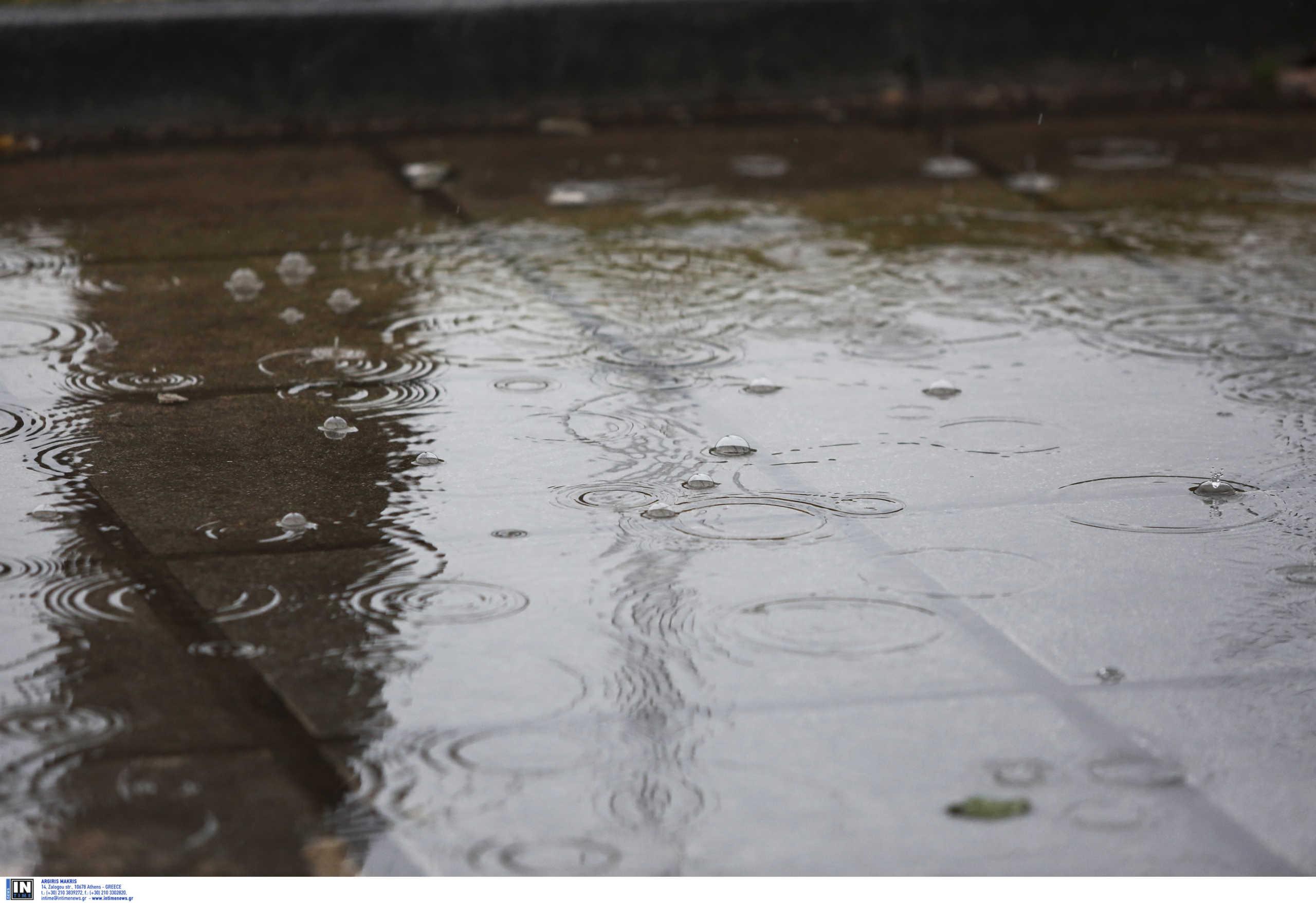 """Θάσος: """"Ποτάμια"""" οι δρόμοι από την ισχυρή καταιγίδα!"""