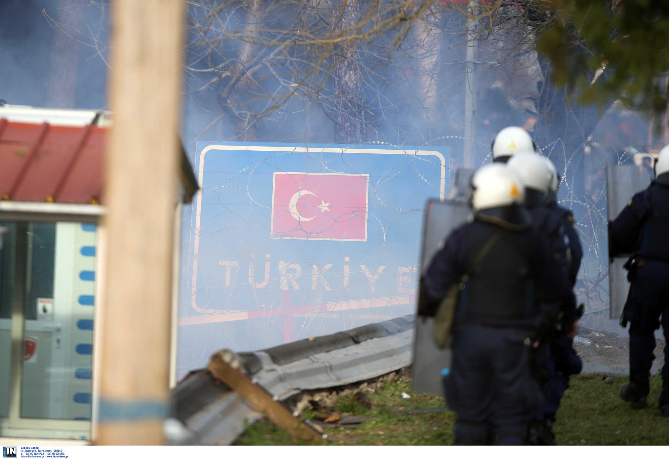 Καστανιές: Τουρκικά δακρυγόνα εκτοξεύονται σε αστυνομικούς και στρατιώτες στον Έβρο