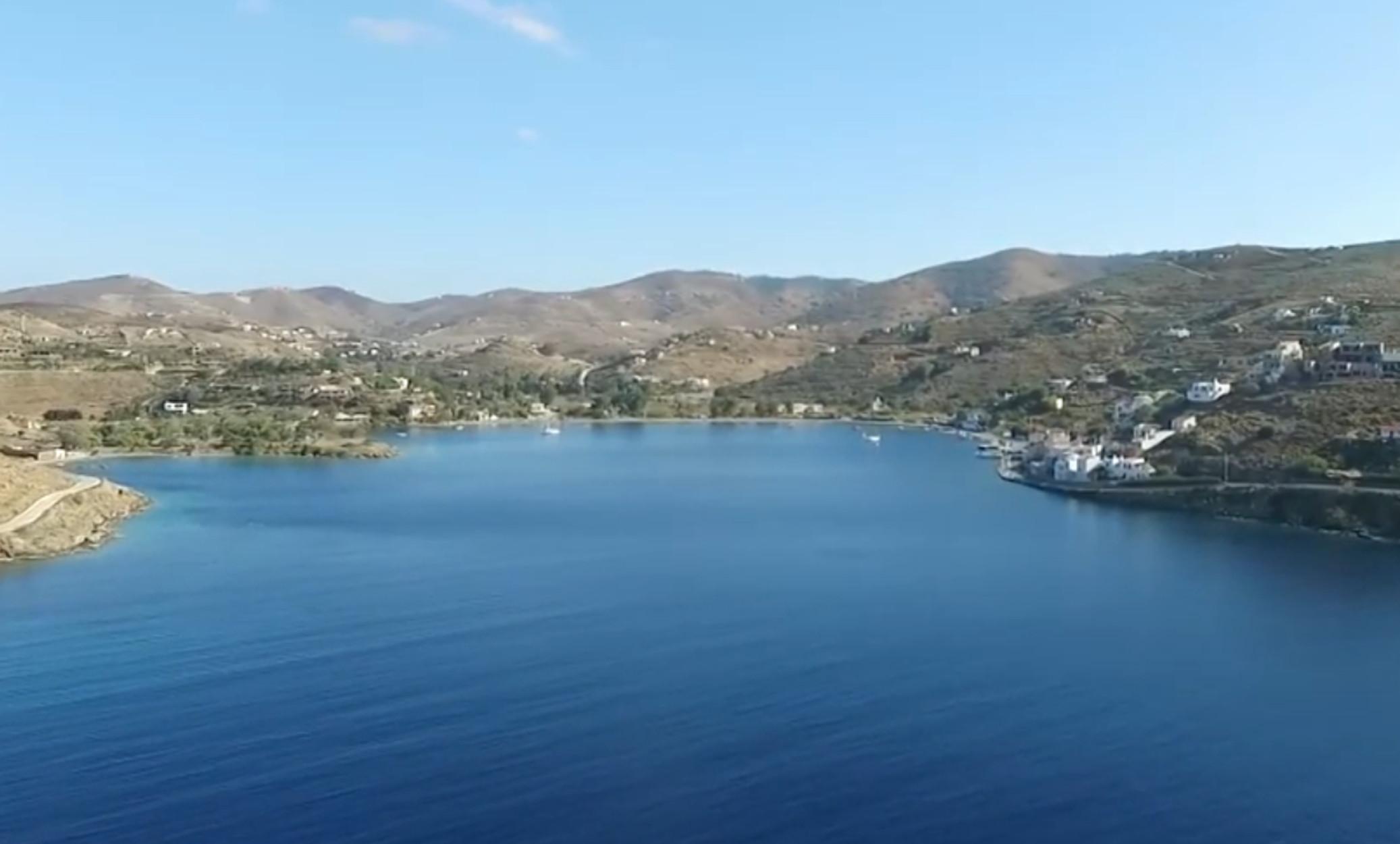 Πλοίο από την Τουρκία με 193 μετανάστες προσάραξε στην Κέα! Φιλοξενούνται σε παλιό ξενοδοχείο