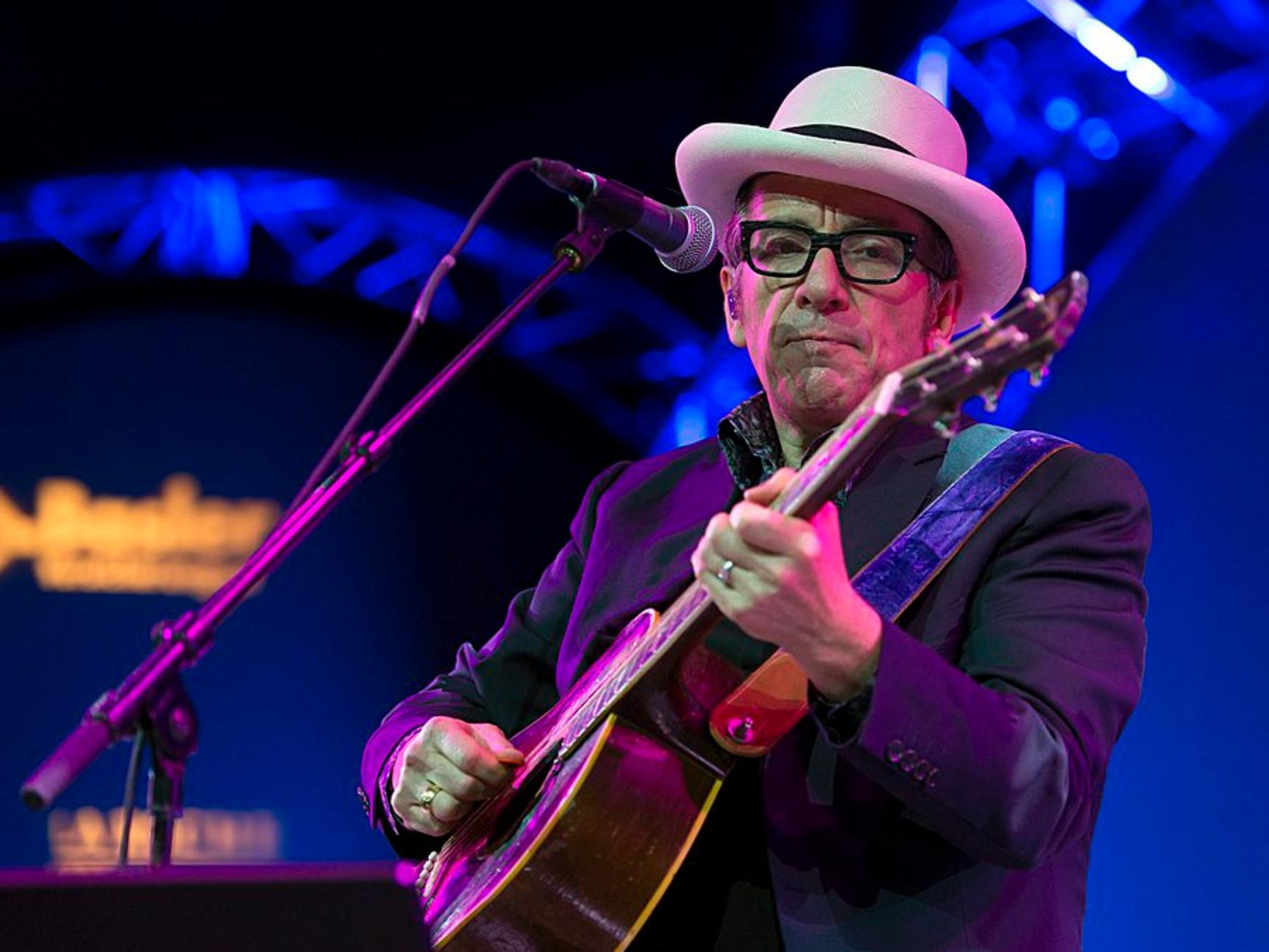 Επέστρεψε ο Elvis Costello – «No Flag» το νέο του τραγούδι