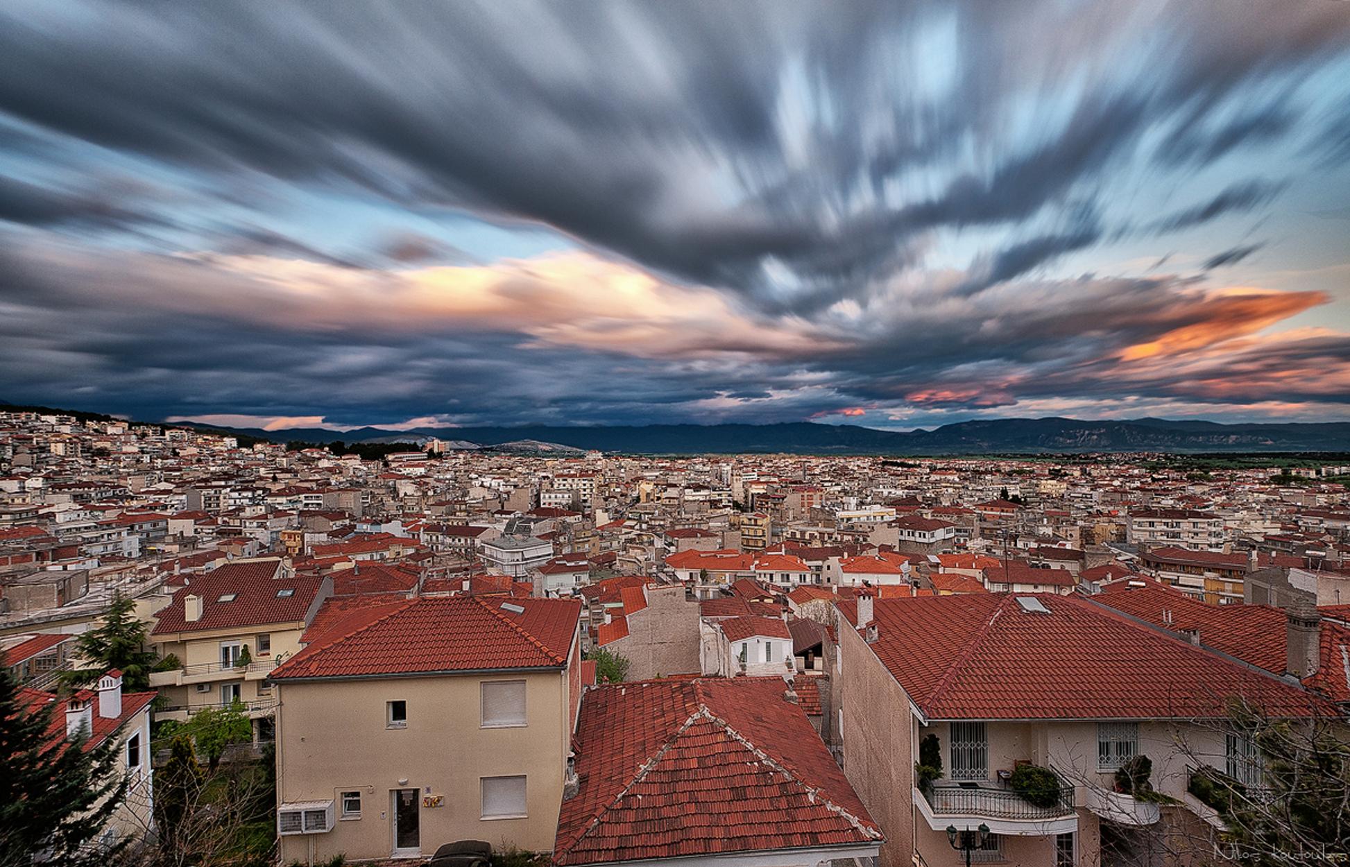Παράξενο φωτεινό αντικείμενο στο ουρανό της Κοζάνης! Αναστάτωση στους κατοίκους (video)