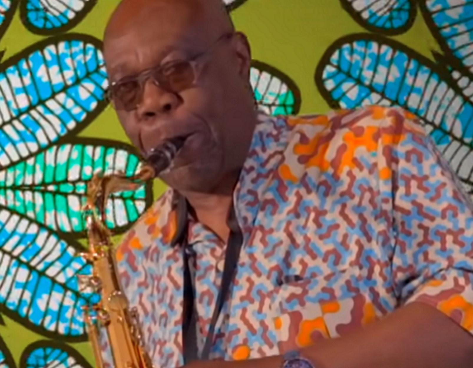 Θύμα του κορονοϊού θρυλικός σαξοφωνίστας που είχε κοντραριστεί με τον Μάικλ Τζάκσον