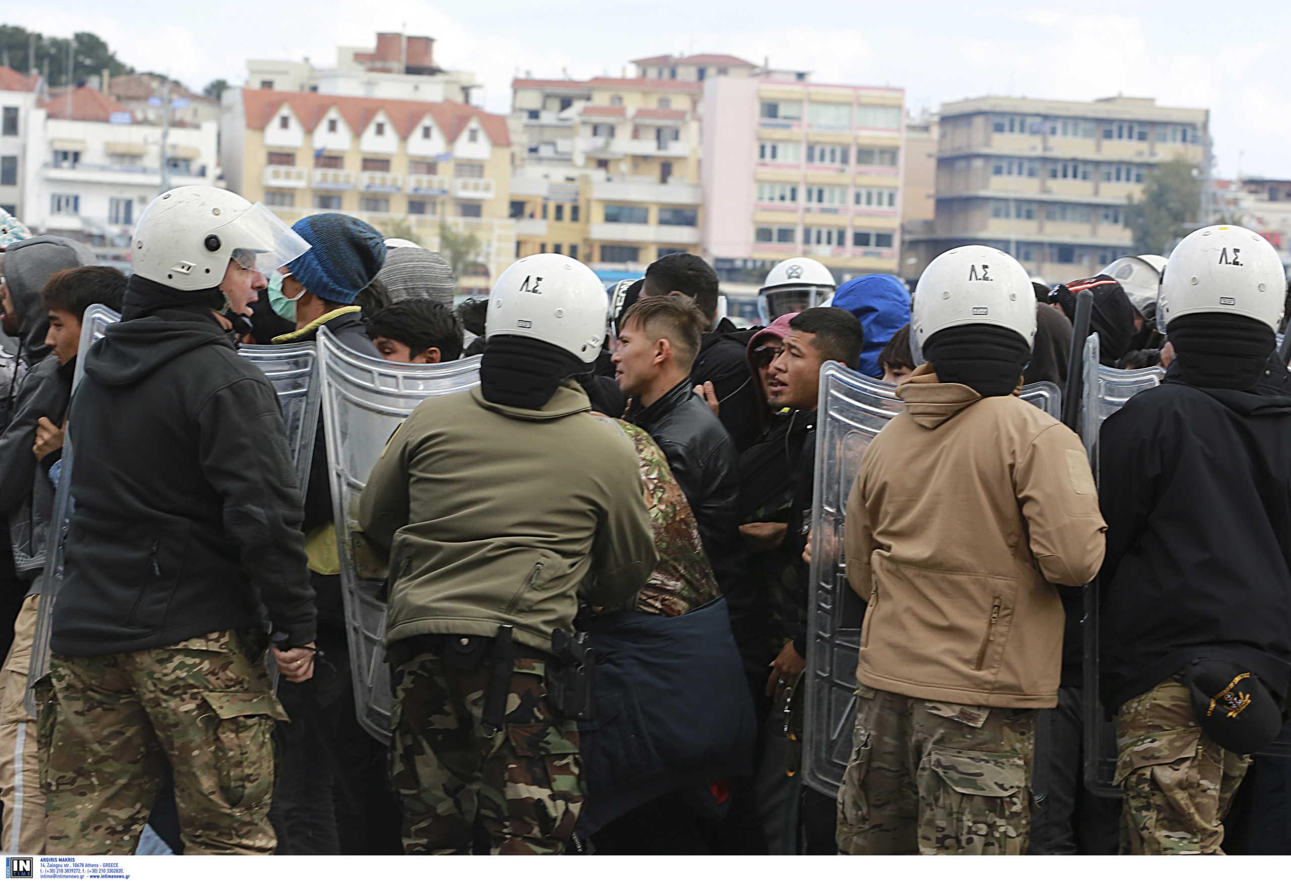 Νέα επεισόδια στο λιμάνι της Μυτιλήνης! Αιτούντες άσυλο θέλουν να φύγουν με το πλοίο της γραμμής