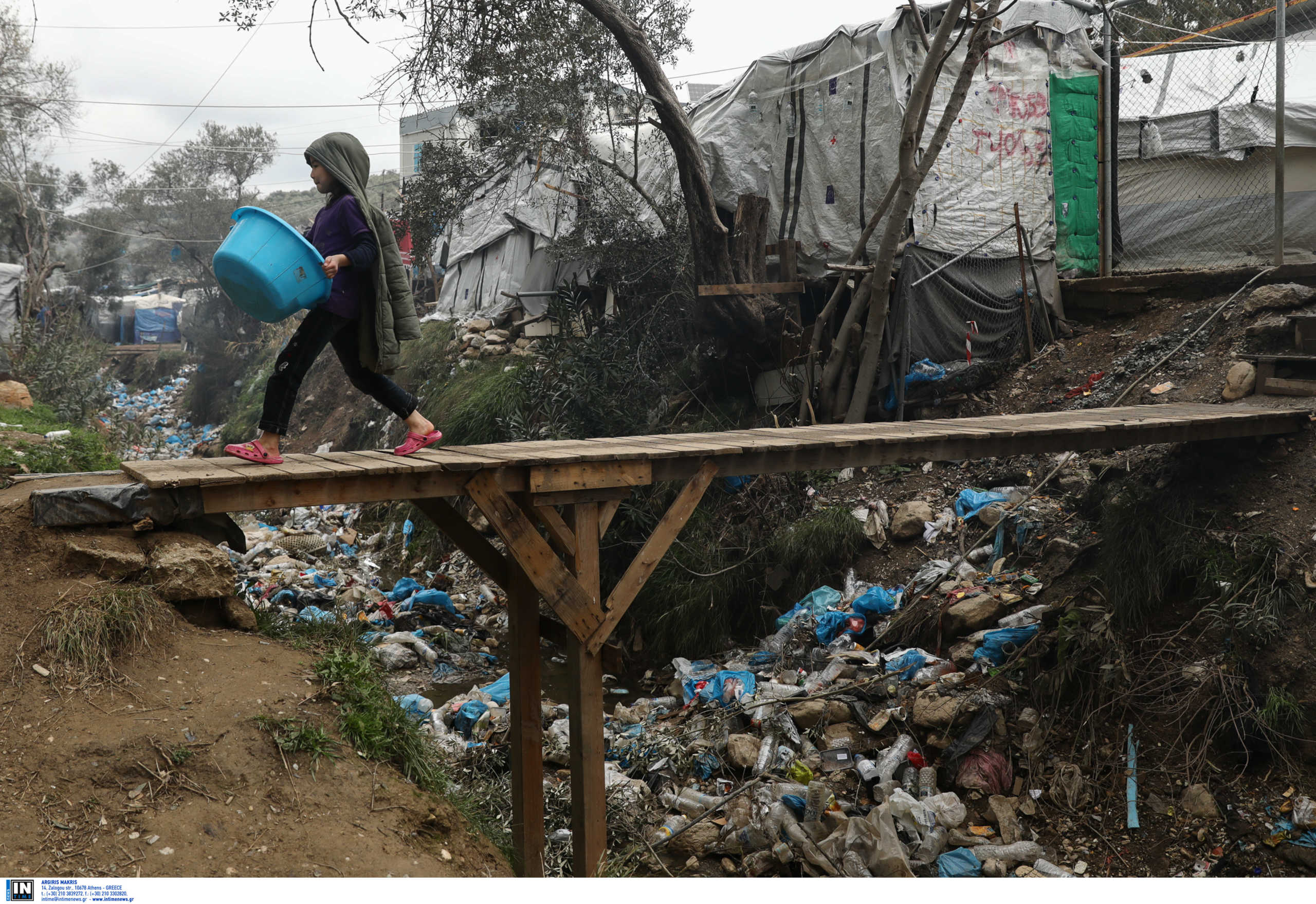 Λέσβος: Νέες εικόνες στην κόλαση της Μόριας! Σκουπίδια και βλέμματα παραίτησης (Φωτό)