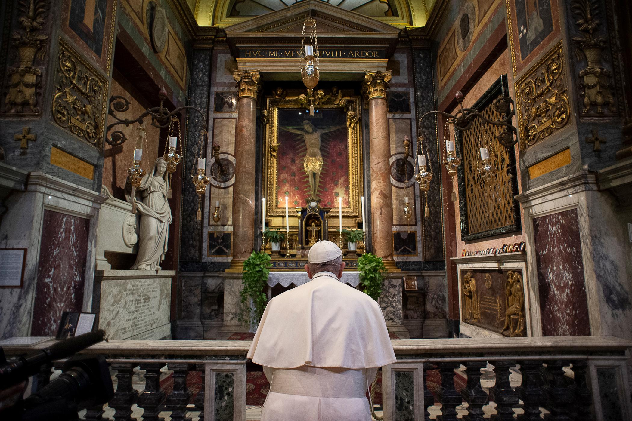 """Πάπας: Είπα στον Κύριο """"σταμάτησε την επιδημία με το χέρι σου"""""""