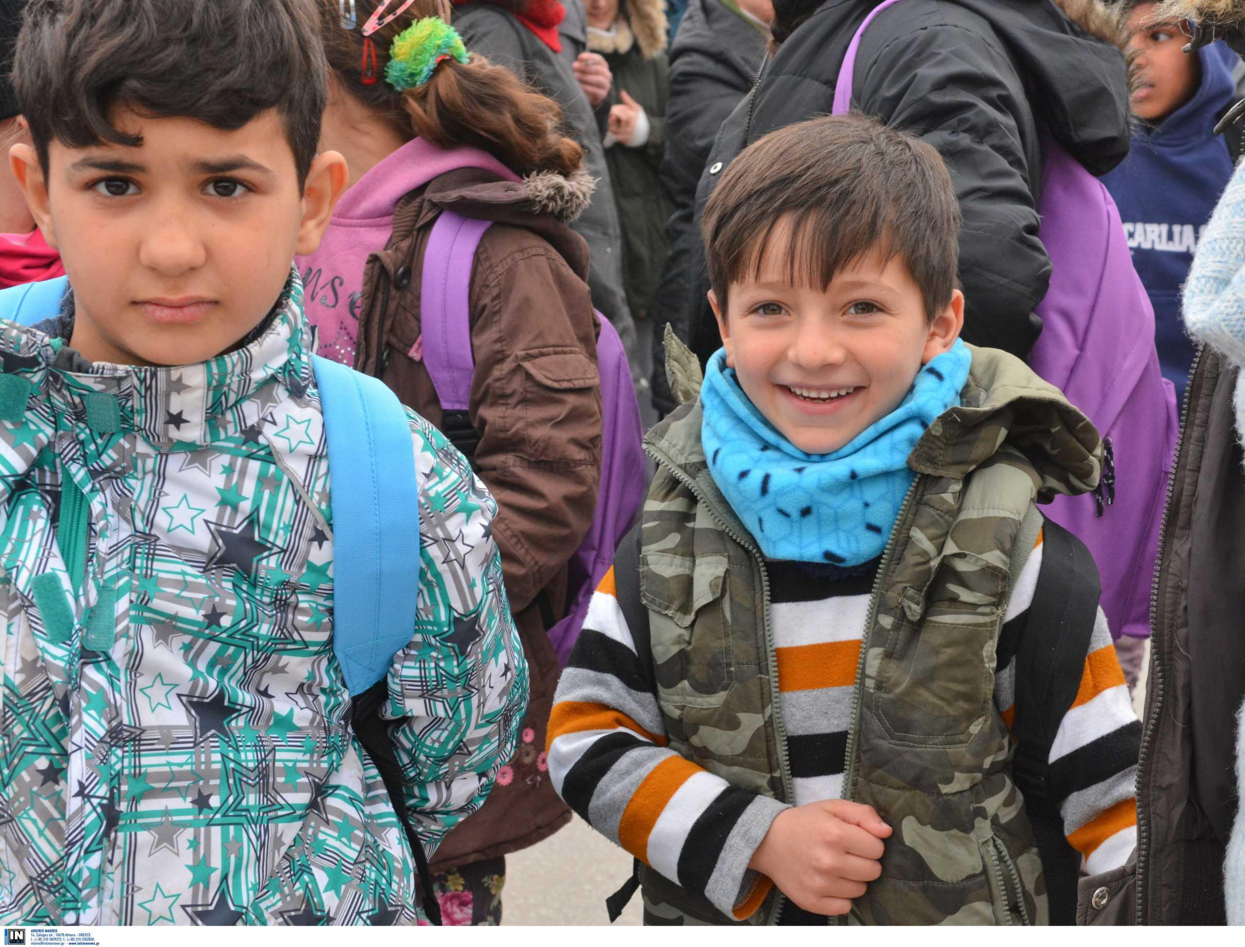 """""""Εθελόντριες"""" χώρες της Ευρώπης παίρνουν 1.500 προσφυγόπουλα από ελληνικά νησιά"""